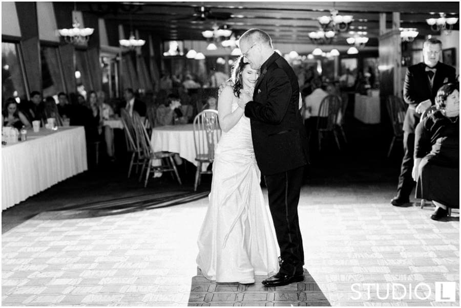 Sheboygan-Town-and-country-Golf-Course-Wedding-Studio-L-Photography_0062