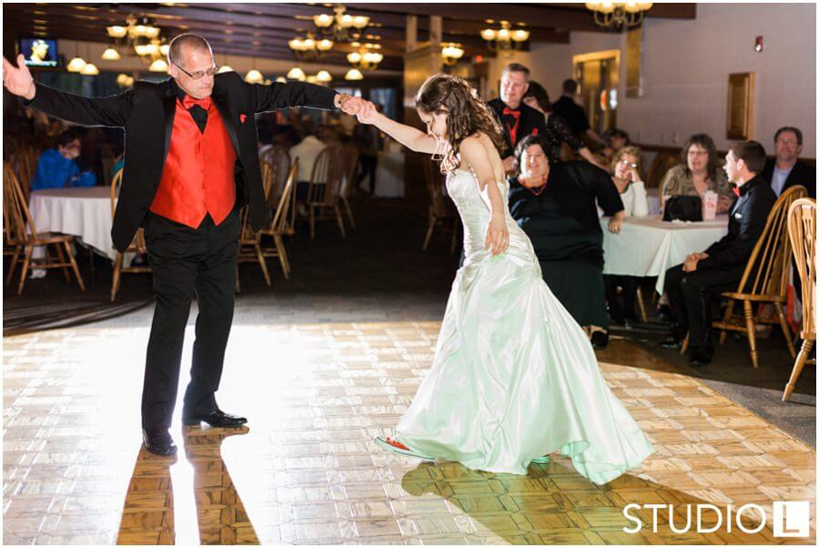 Sheboygan-Town-and-country-Golf-Course-Wedding-Studio-L-Photography_0063