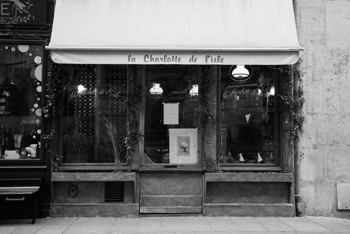 Paris-France-black-and-white-fine-art-photography-by-Studio-L-photographer-Laura-Schneider-_5049