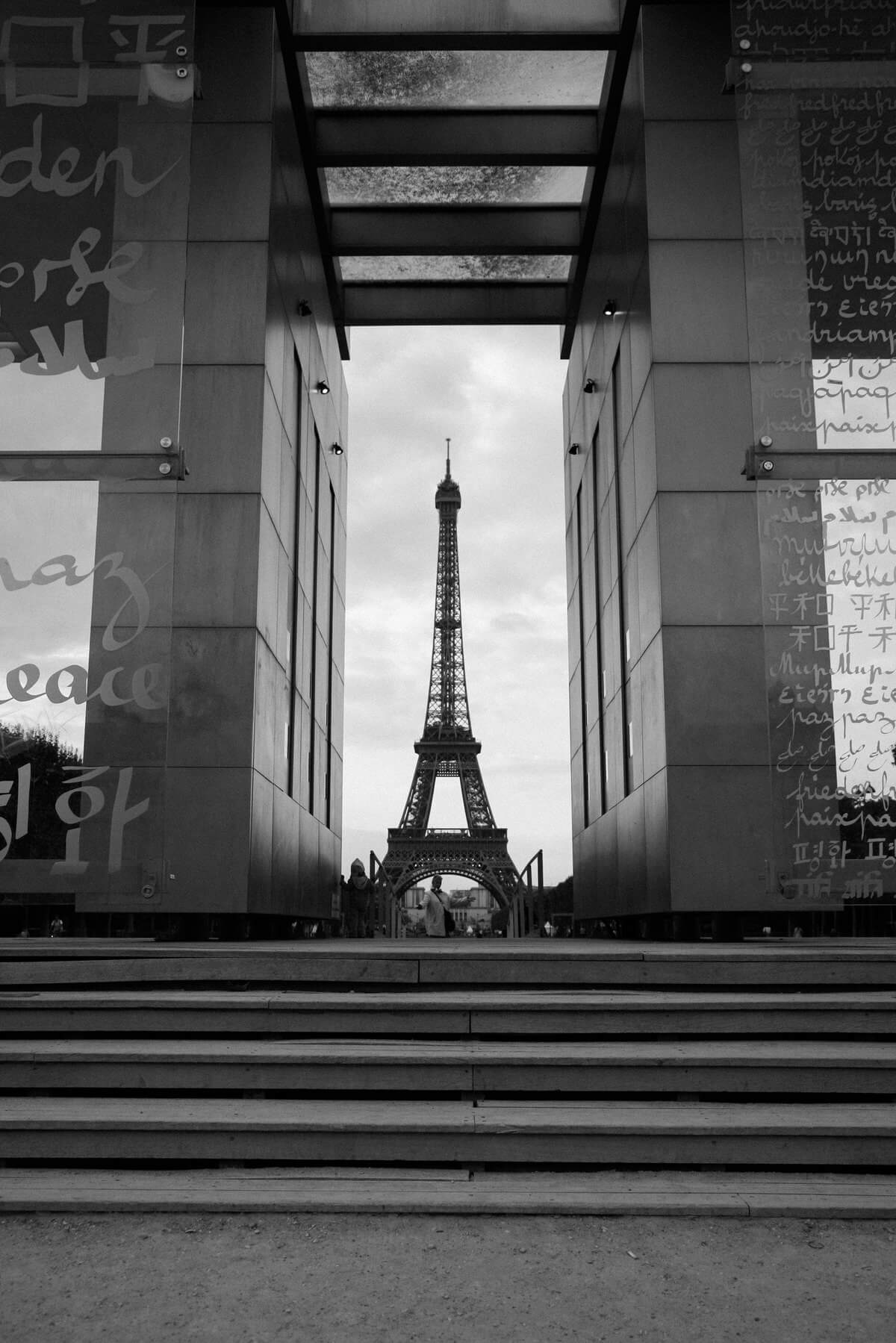 Paris-France-black-and-white-fine-art-photography-by-Studio-L-photographer-Laura-Schneider-_5142