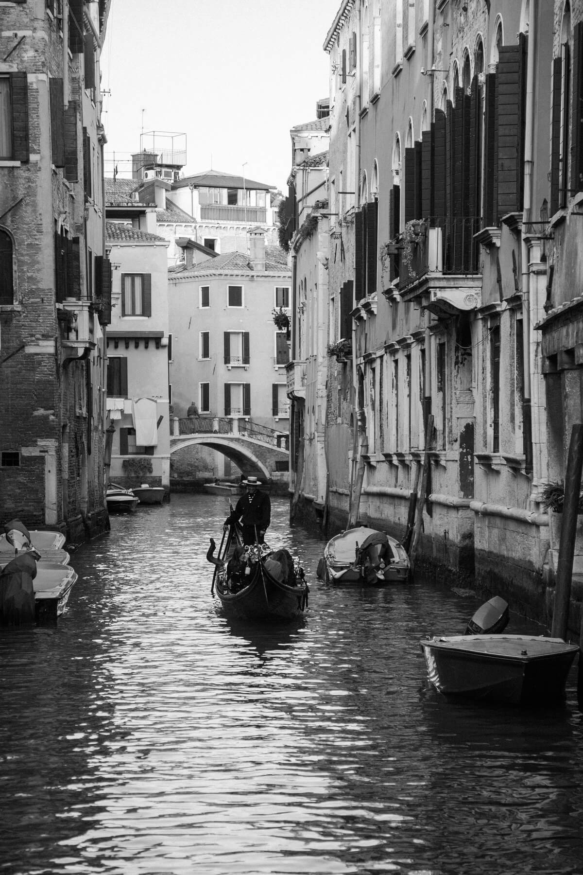 Venice-Italy-black-and-white-fine-art-photography-by-Studio-L-photographer-Laura-Schneider-_3850
