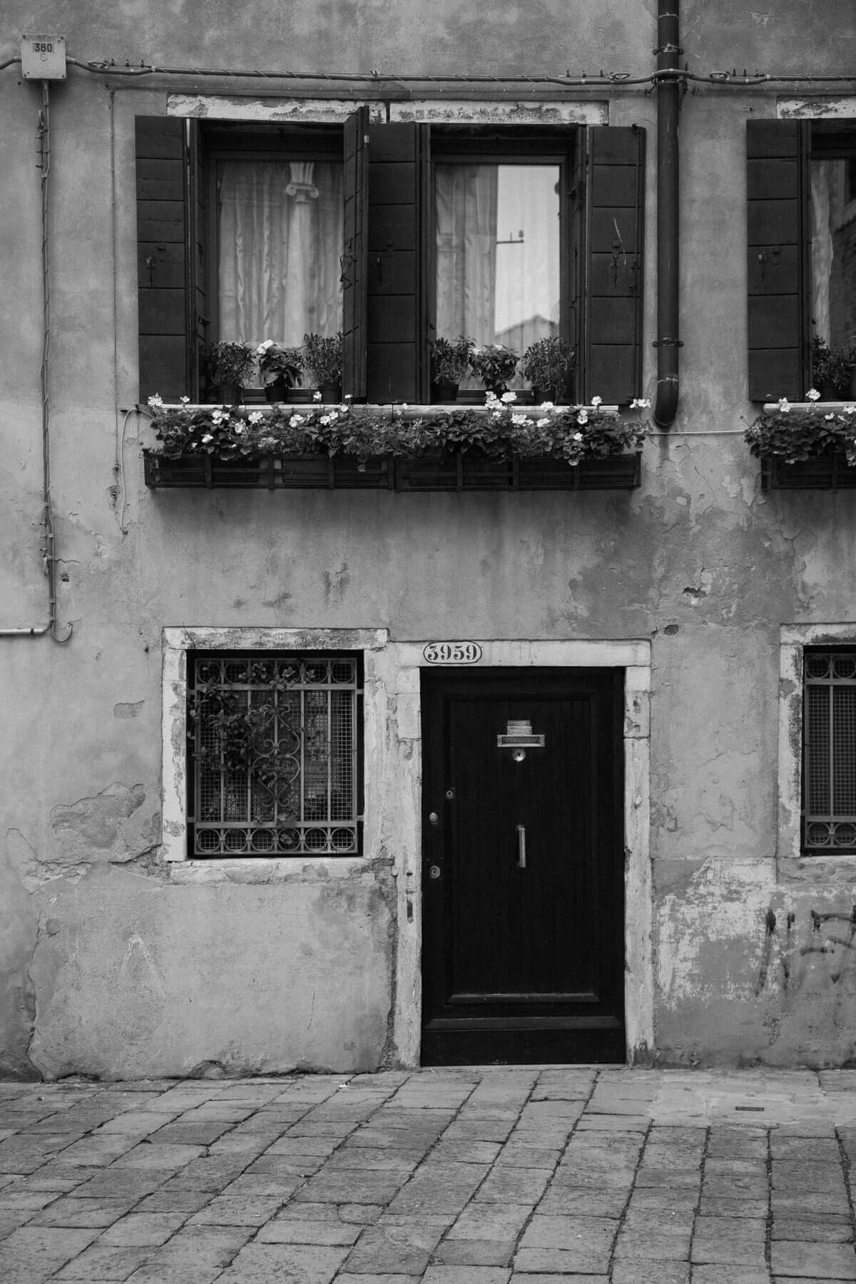 Venice-Italy-black-and-white-fine-art-photography-by-Studio-L-photographer-Laura-Schneider-_4099
