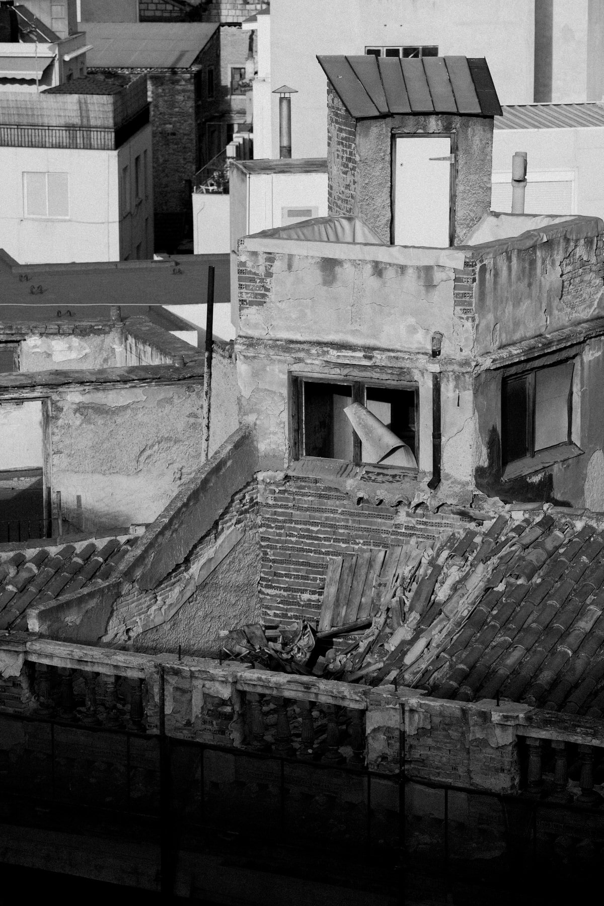 Athens-Greece-black-and-white-fine-art-photography-by-Studio-L-photographer-Laura-Schneider-_2152