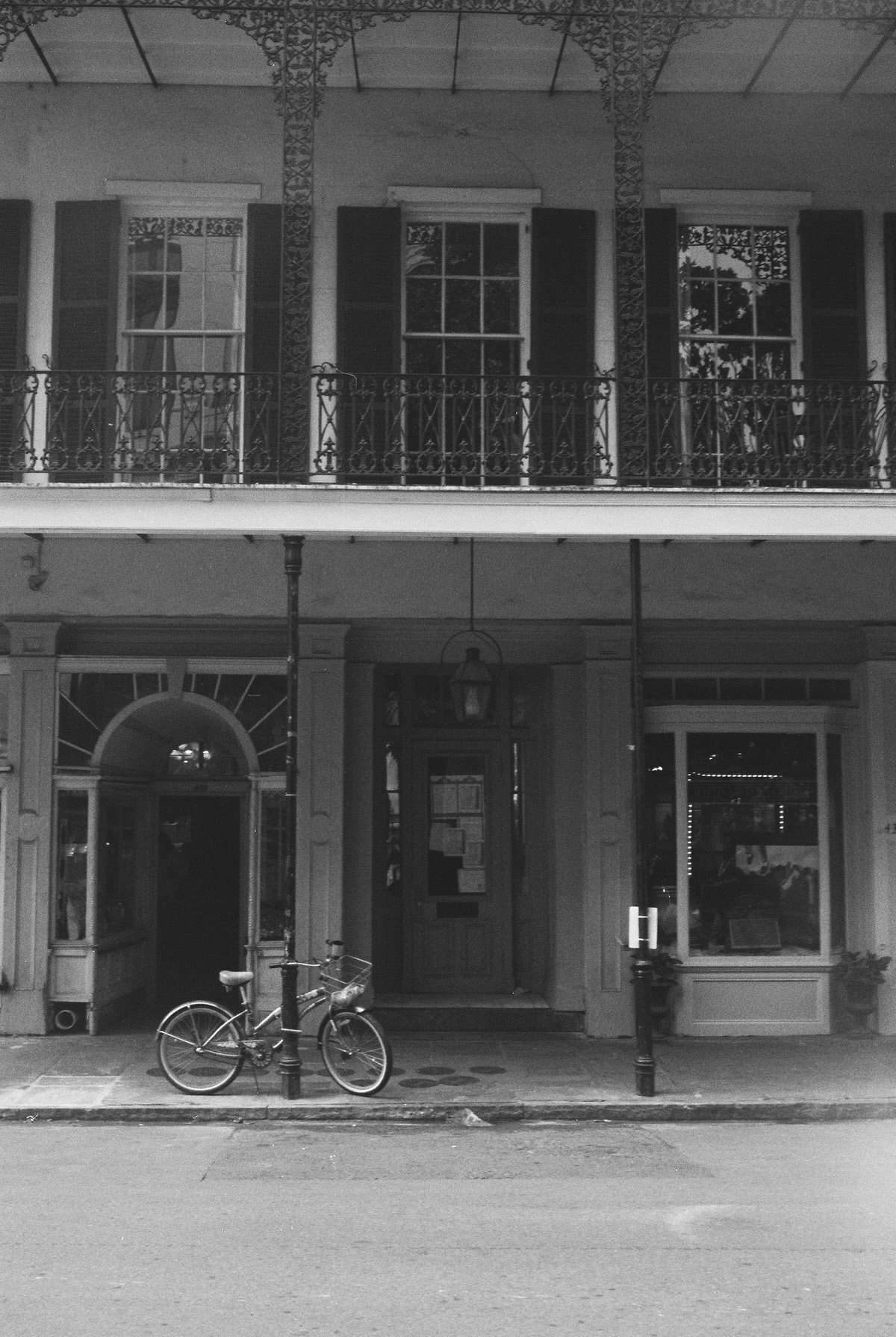 New-Orleans-Louisiana-black-and-white-fine-art-photography-by-Studio-L-photographer-Laura-Schneider-_017018