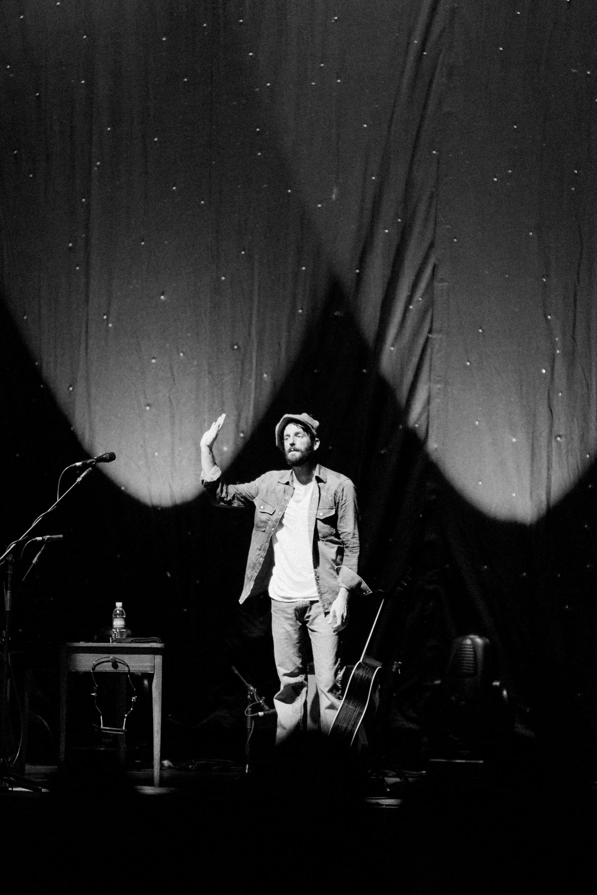 David-Gray-Ray-LaMontagne-concert-Jay-Pritzker-Paviilion-Chicago-Illinois-black-and-white-fine-art-photography-by-Studio-L-photographer-Laura-Schneider-_3612