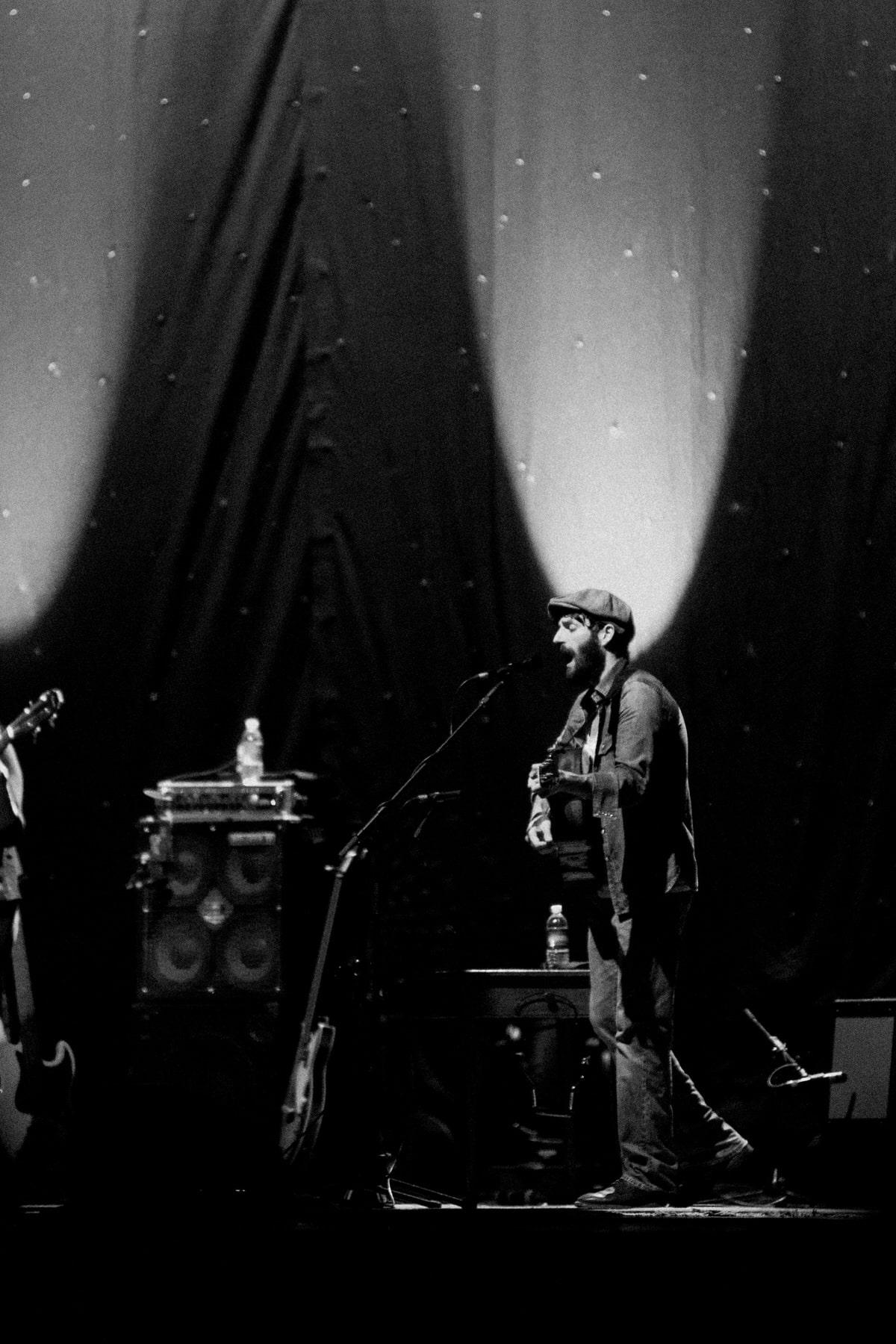 David-Gray-Ray-LaMontagne-concert-Jay-Pritzker-Paviilion-Chicago-Illinois-black-and-white-fine-art-photography-by-Studio-L-photographer-Laura-Schneider-_3616