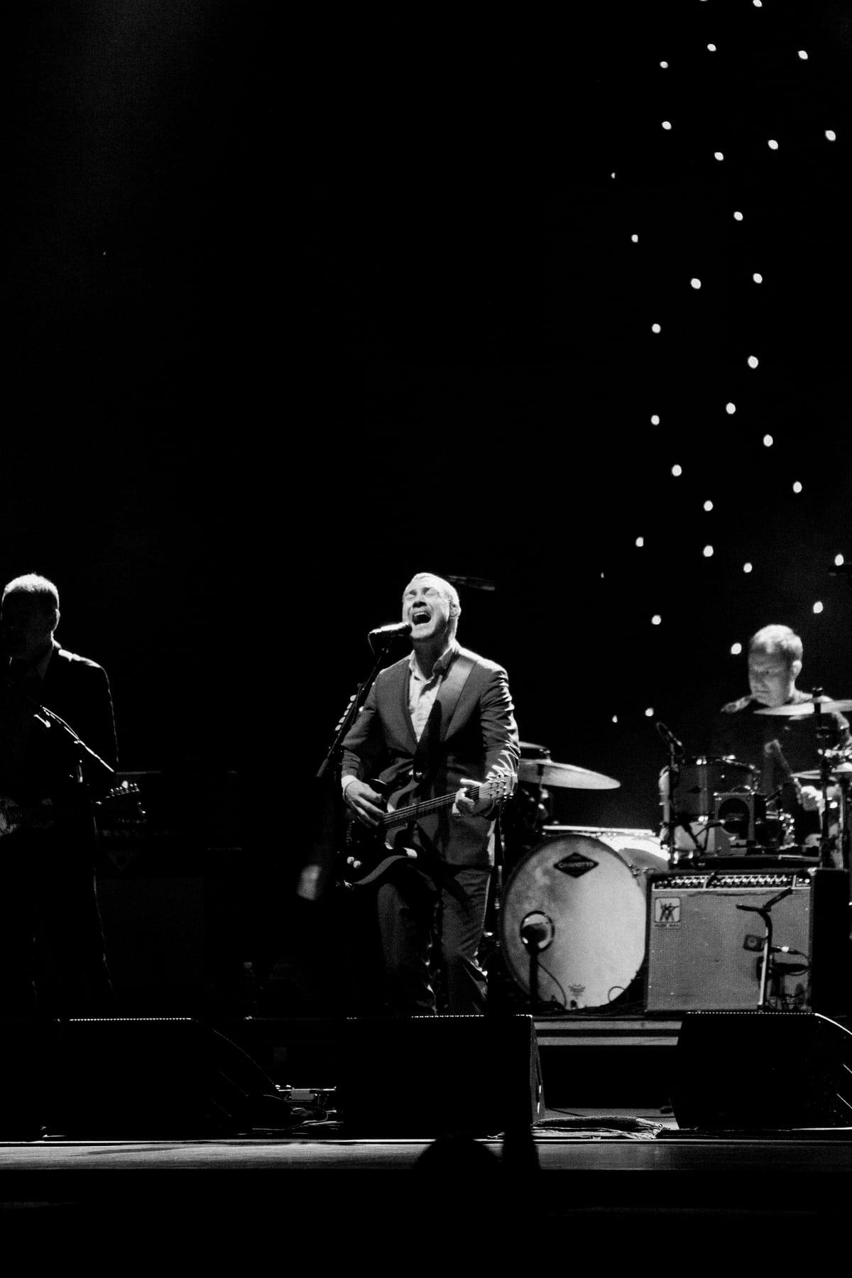 David-Gray-Ray-LaMontagne-concert-Jay-Pritzker-Paviilion-Chicago-Illinois-black-and-white-fine-art-photography-by-Studio-L-photographer-Laura-Schneider-_3643