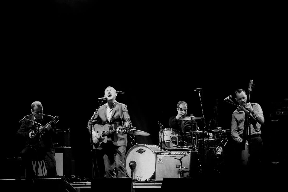 David-Gray-Ray-LaMontagne-concert-Jay-Pritzker-Paviilion-Chicago-Illinois-black-and-white-fine-art-photography-by-Studio-L-photographer-Laura-Schneider-_3675