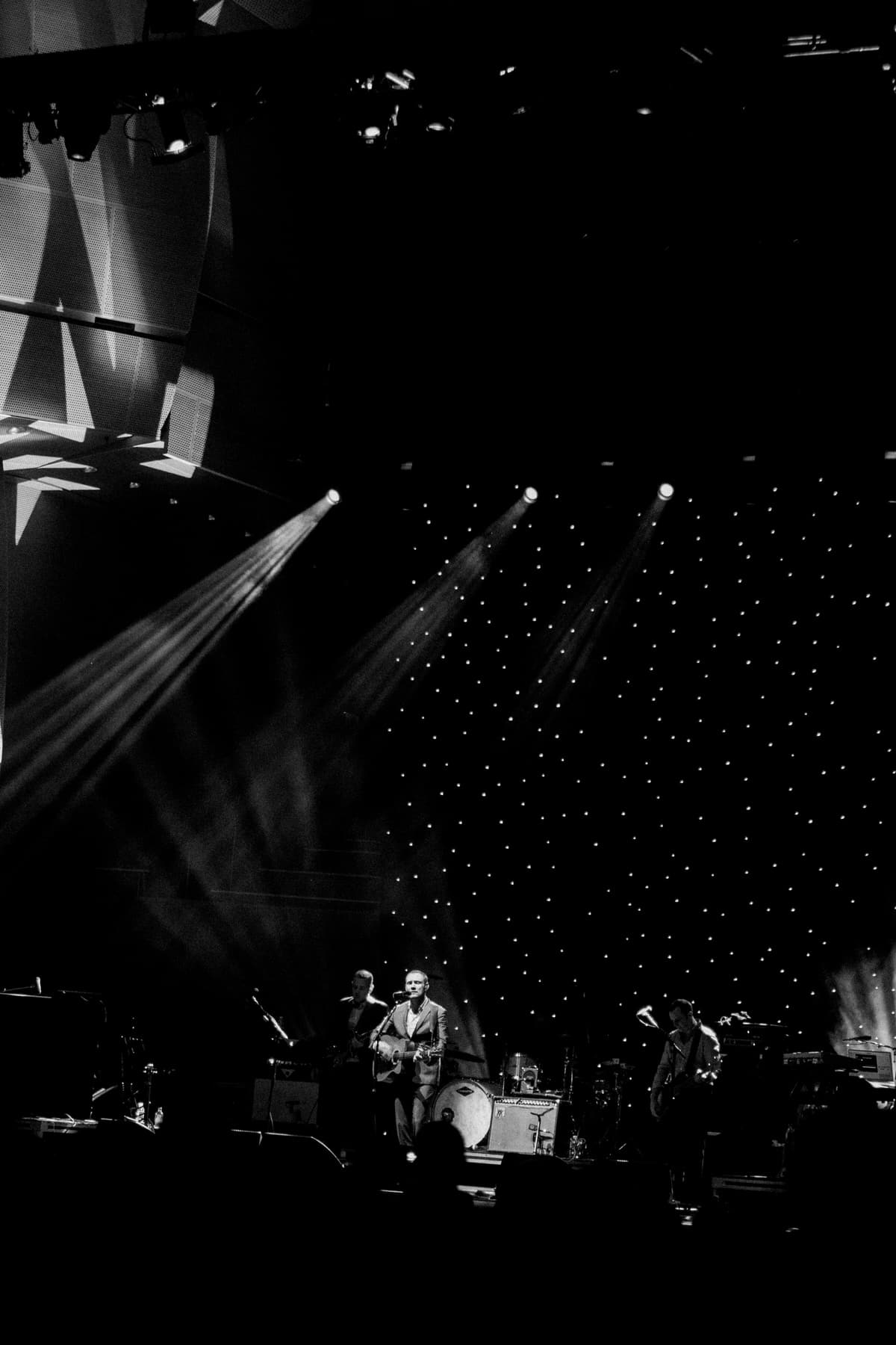 David-Gray-Ray-LaMontagne-concert-Jay-Pritzker-Paviilion-Chicago-Illinois-black-and-white-fine-art-photography-by-Studio-L-photographer-Laura-Schneider-_3697