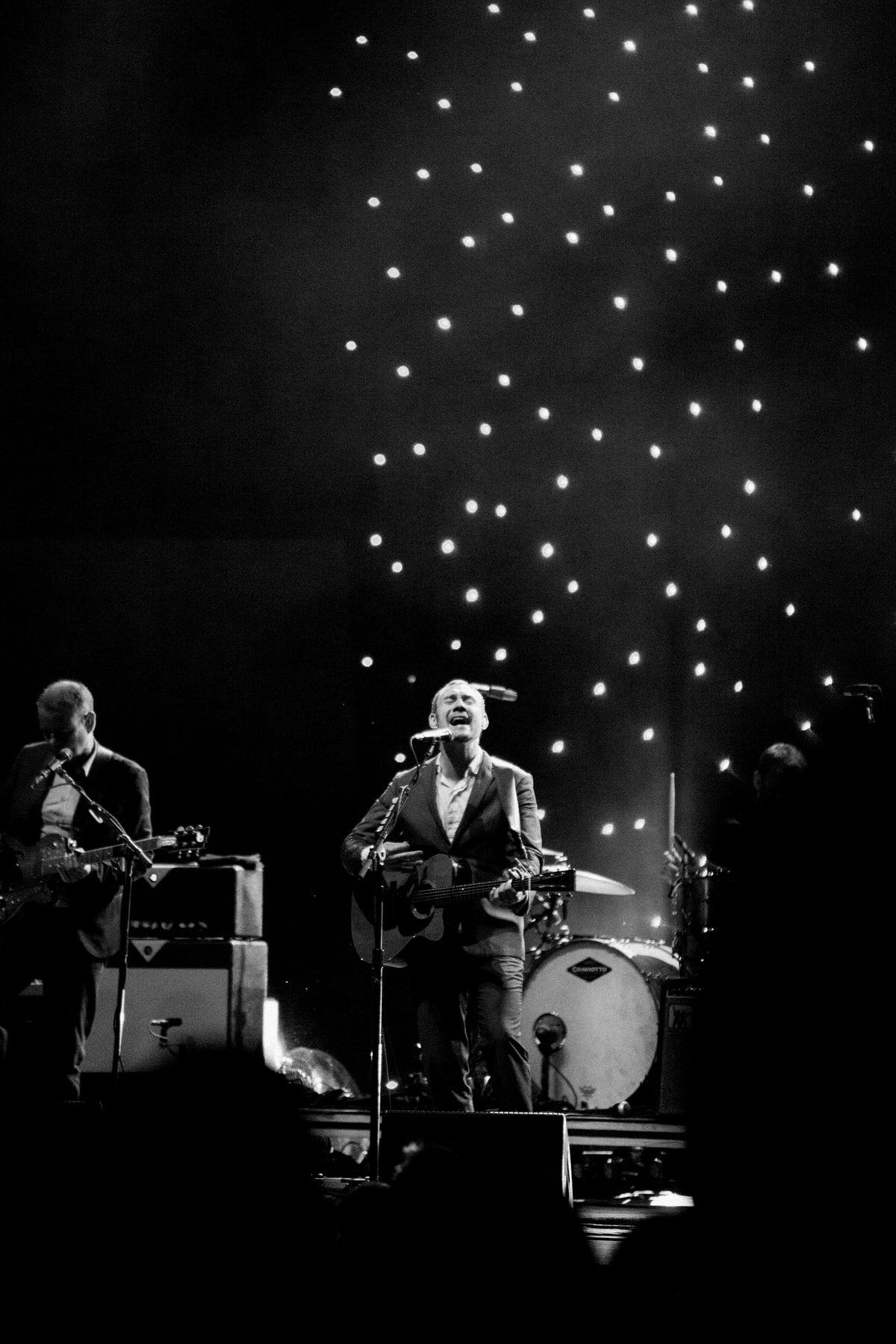 David-Gray-Ray-LaMontagne-concert-Jay-Pritzker-Paviilion-Chicago-Illinois-black-and-white-fine-art-photography-by-Studio-L-photographer-Laura-Schneider-_3703