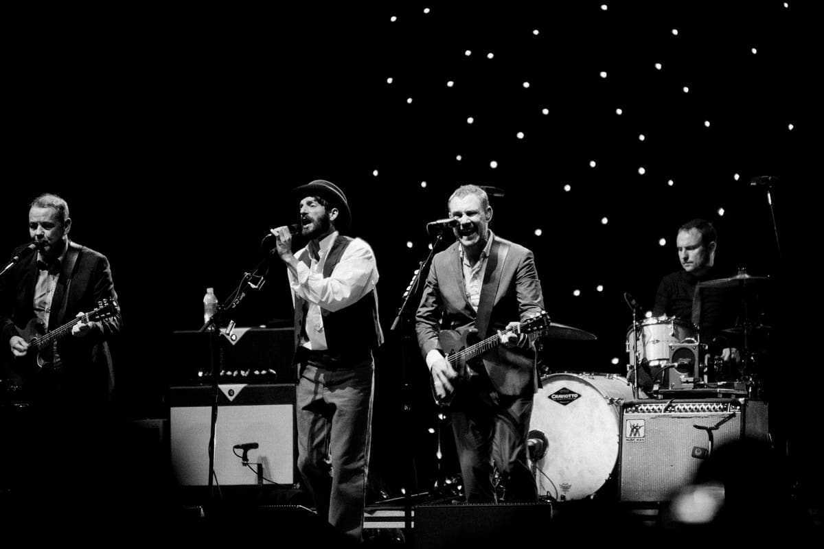 David-Gray-Ray-LaMontagne-concert-Jay-Pritzker-Paviilion-Chicago-Illinois-black-and-white-fine-art-photography-by-Studio-L-photographer-Laura-Schneider-_3725