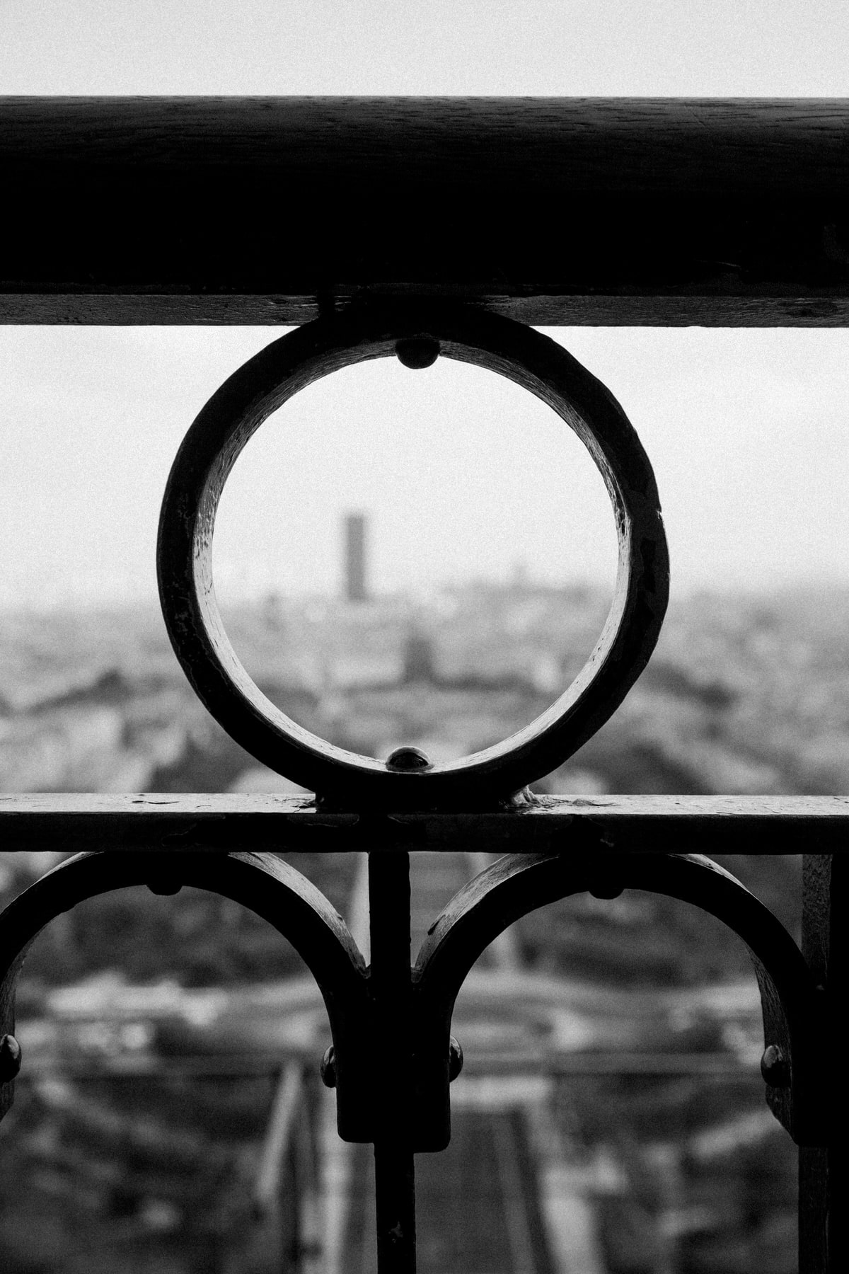 Eiffel-Tower-Paris-France-black-and-white-fine-art-photography-by-Studio-L-photographer-Laura-Schneider-_4641