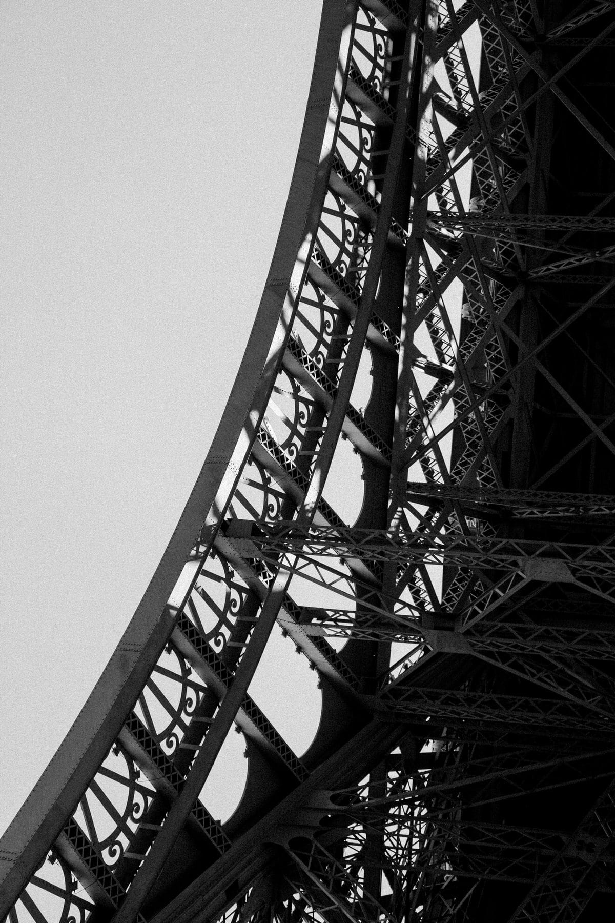 Eiffel-Tower-Paris-France-black-and-white-fine-art-photography-by-Studio-L-photographer-Laura-Schneider-_4662