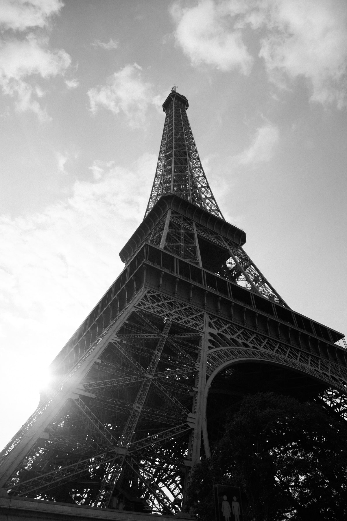 Eiffel-Tower-Paris-France-black-and-white-fine-art-photography-by-Studio-L-photographer-Laura-Schneider-_4666