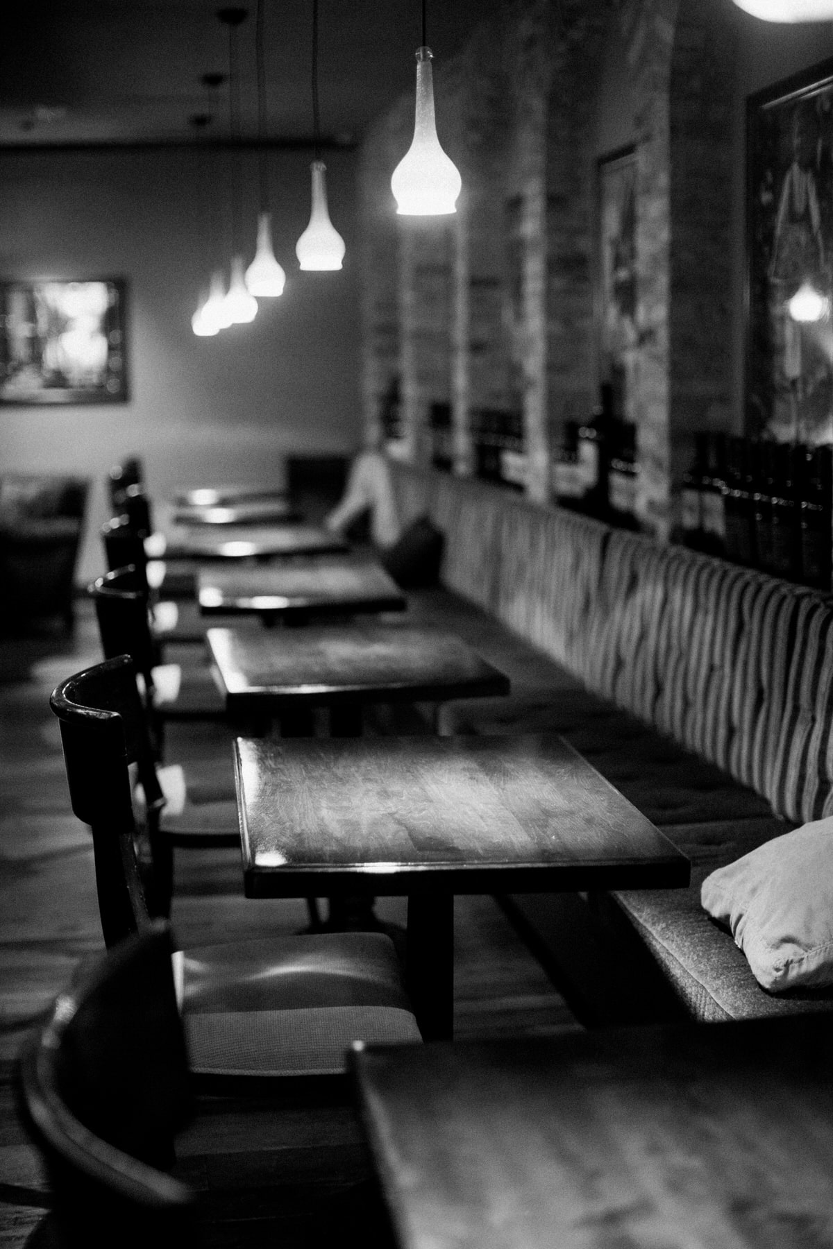 Immigrant-Room-Restaurant-American-Club-Kohler-Wisconsin-black-and-white-fine-art-photography-by-Studio-L-photographer-Laura-Schneider-_6384