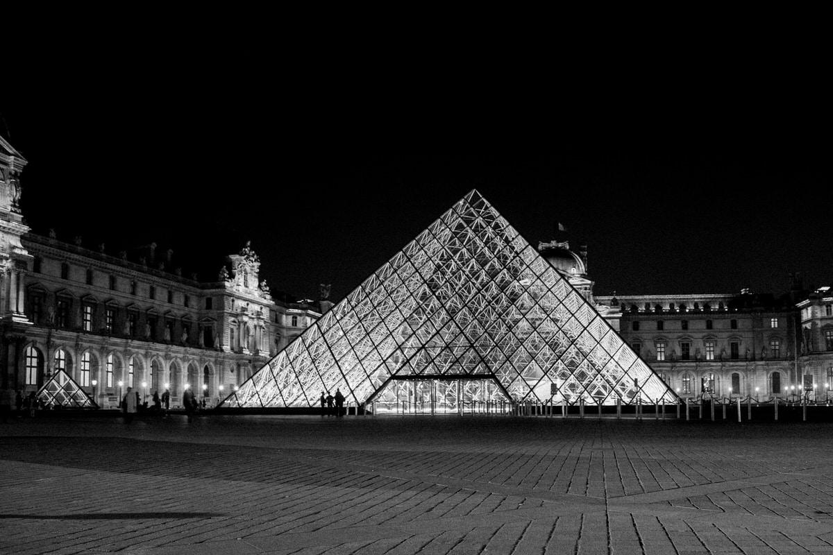 Louvre-Museum-Paris-France-black-and-white-fine-art-photography-by-Studio-L-photographer-Laura-Schneider-_4741