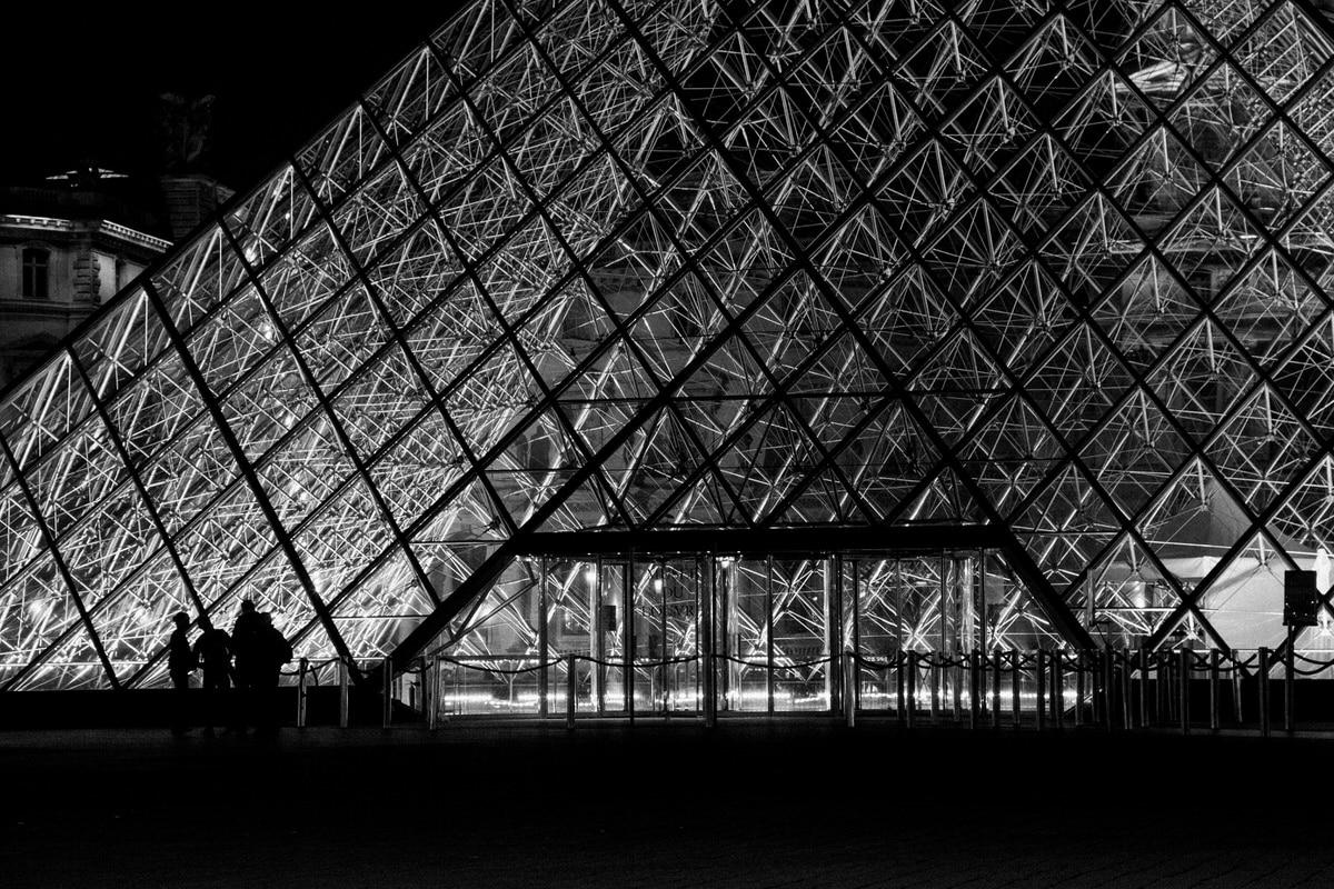 Louvre-Museum-Paris-France-black-and-white-fine-art-photography-by-Studio-L-photographer-Laura-Schneider-_4743