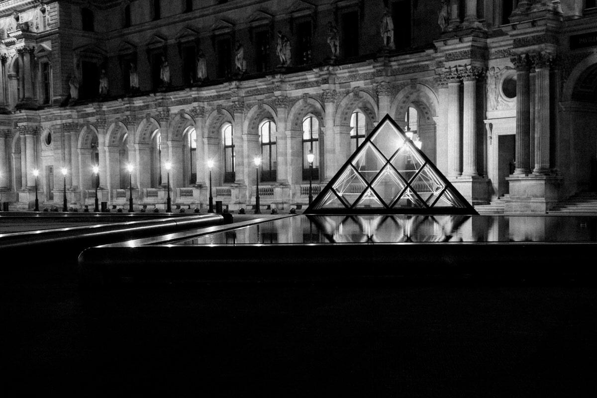 Louvre-Museum-Paris-France-black-and-white-fine-art-photography-by-Studio-L-photographer-Laura-Schneider-_4746