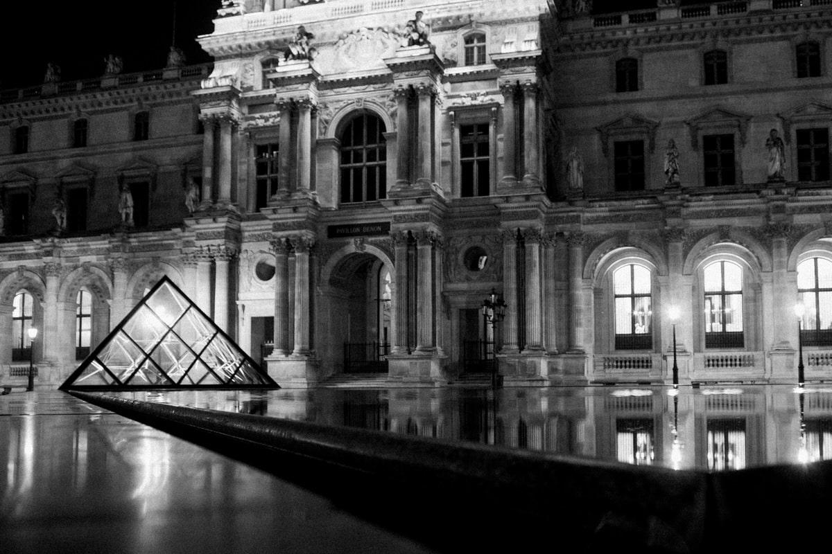 Louvre-Museum-Paris-France-black-and-white-fine-art-photography-by-Studio-L-photographer-Laura-Schneider-_4749