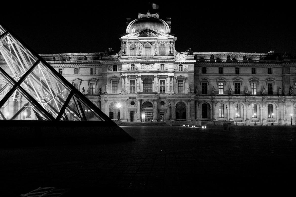 Louvre-Museum-Paris-France-black-and-white-fine-art-photography-by-Studio-L-photographer-Laura-Schneider-_4751