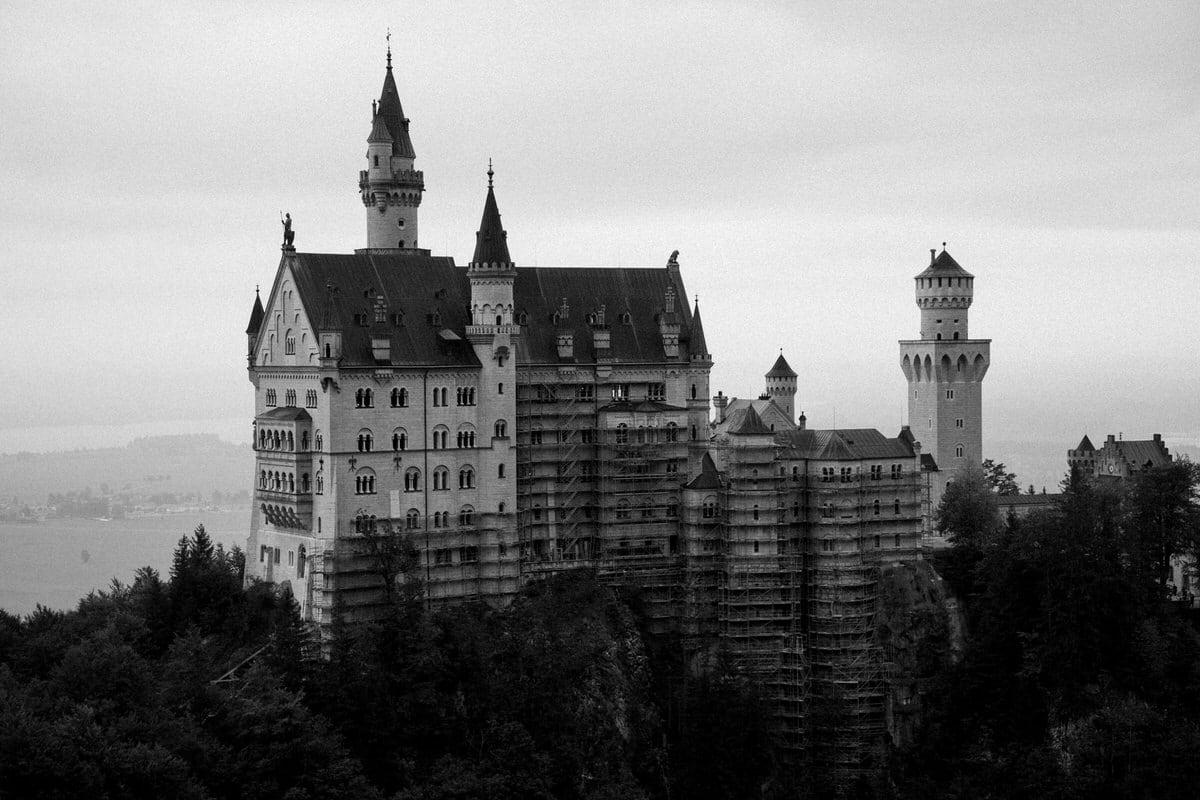 Neuschwanstein-Bavaria-Germany-black-and-white-fine-art-photography-by-Studio-L-photographer-Laura-Schneider-_3520