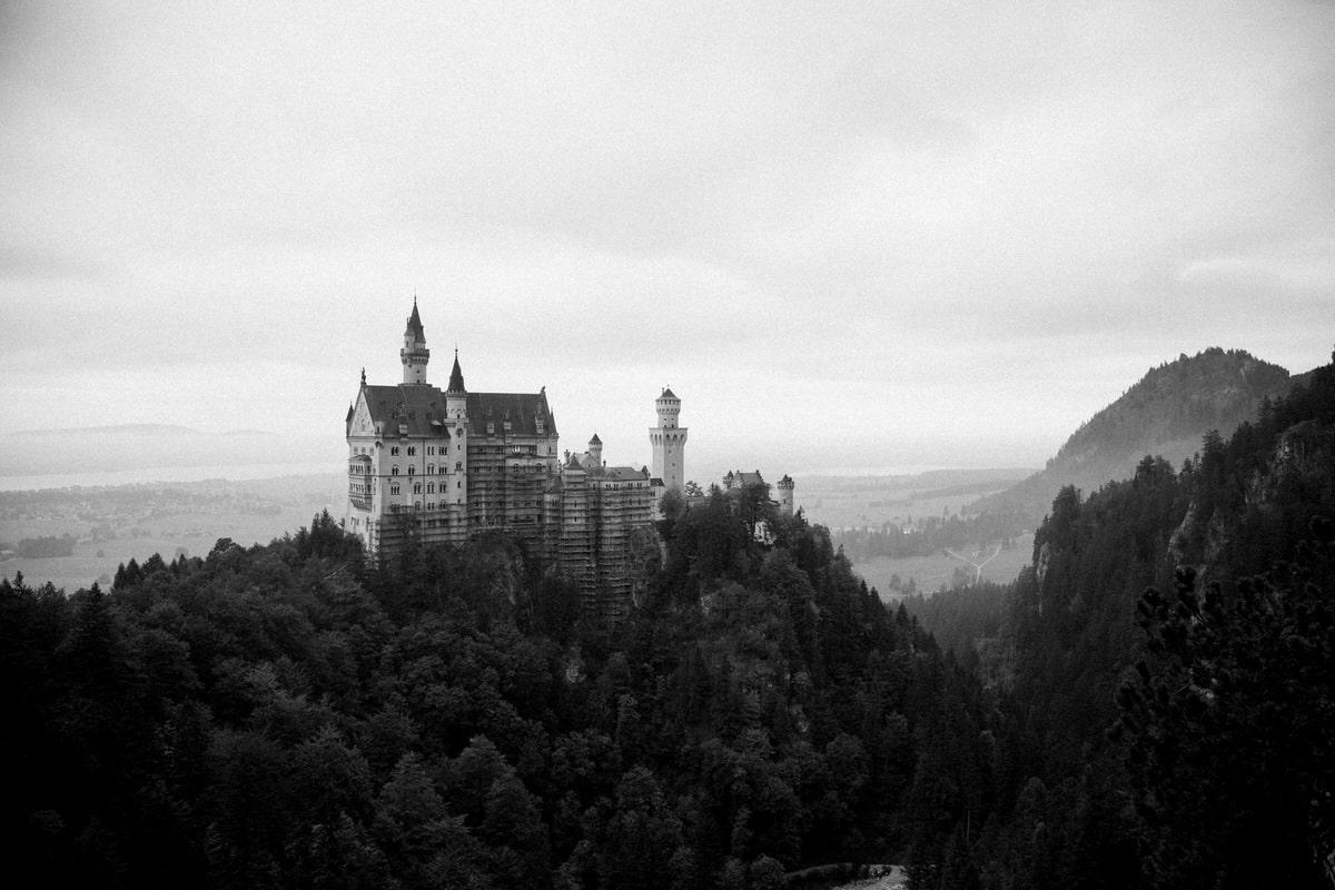 Neuschwanstein-Bavaria-Germany-black-and-white-fine-art-photography-by-Studio-L-photographer-Laura-Schneider-_3524