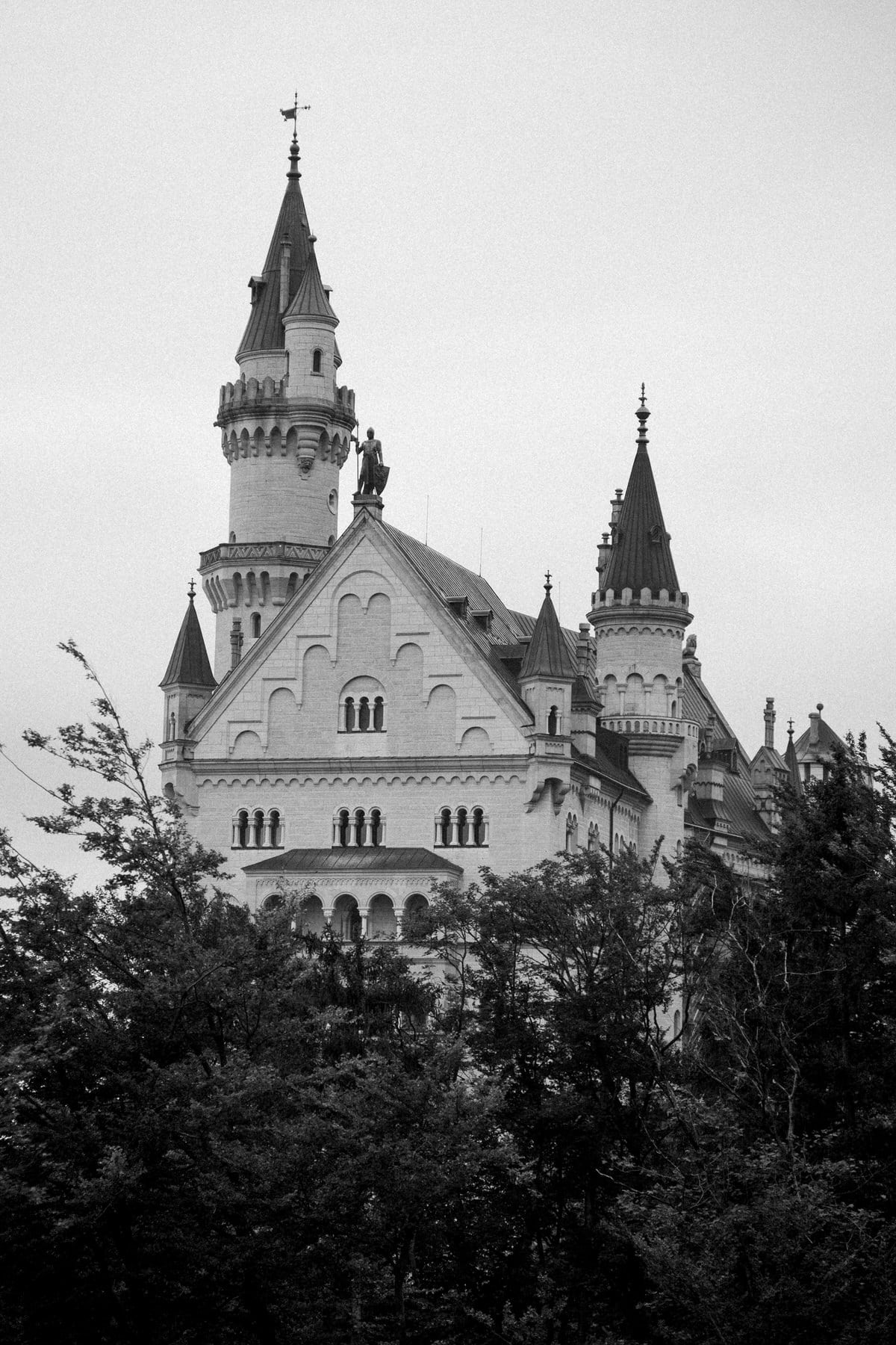 Neuschwanstein-Bavaria-Germany-black-and-white-fine-art-photography-by-Studio-L-photographer-Laura-Schneider-_3531