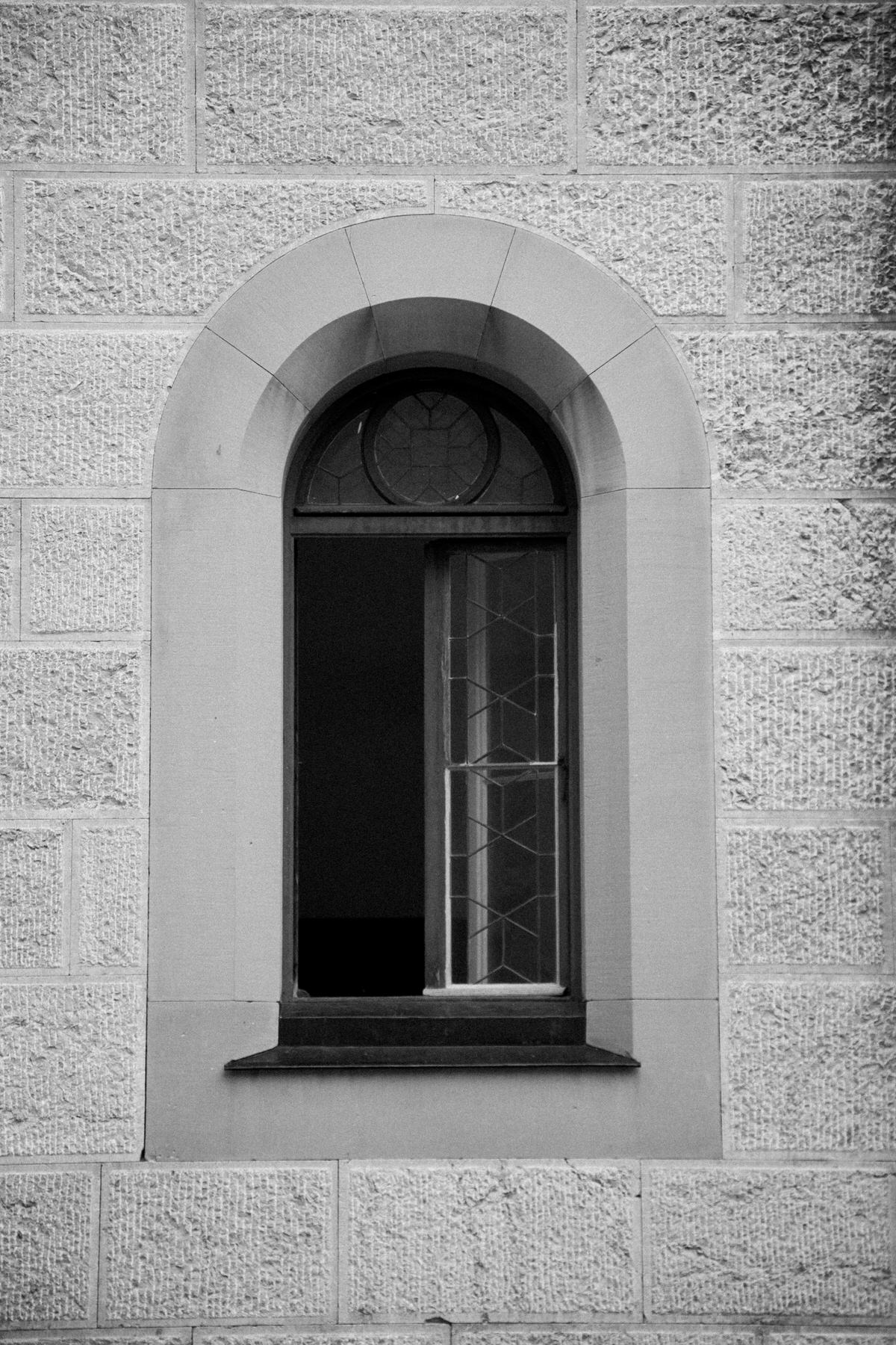 Neuschwanstein-Bavaria-Germany-black-and-white-fine-art-photography-by-Studio-L-photographer-Laura-Schneider-_3547