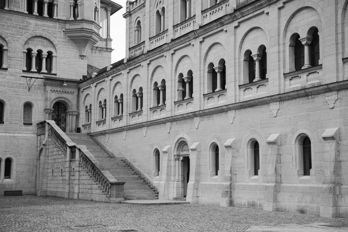 Neuschwanstein-Bavaria-Germany-black-and-white-fine-art-photography-by-Studio-L-photographer-Laura-Schneider-_3551