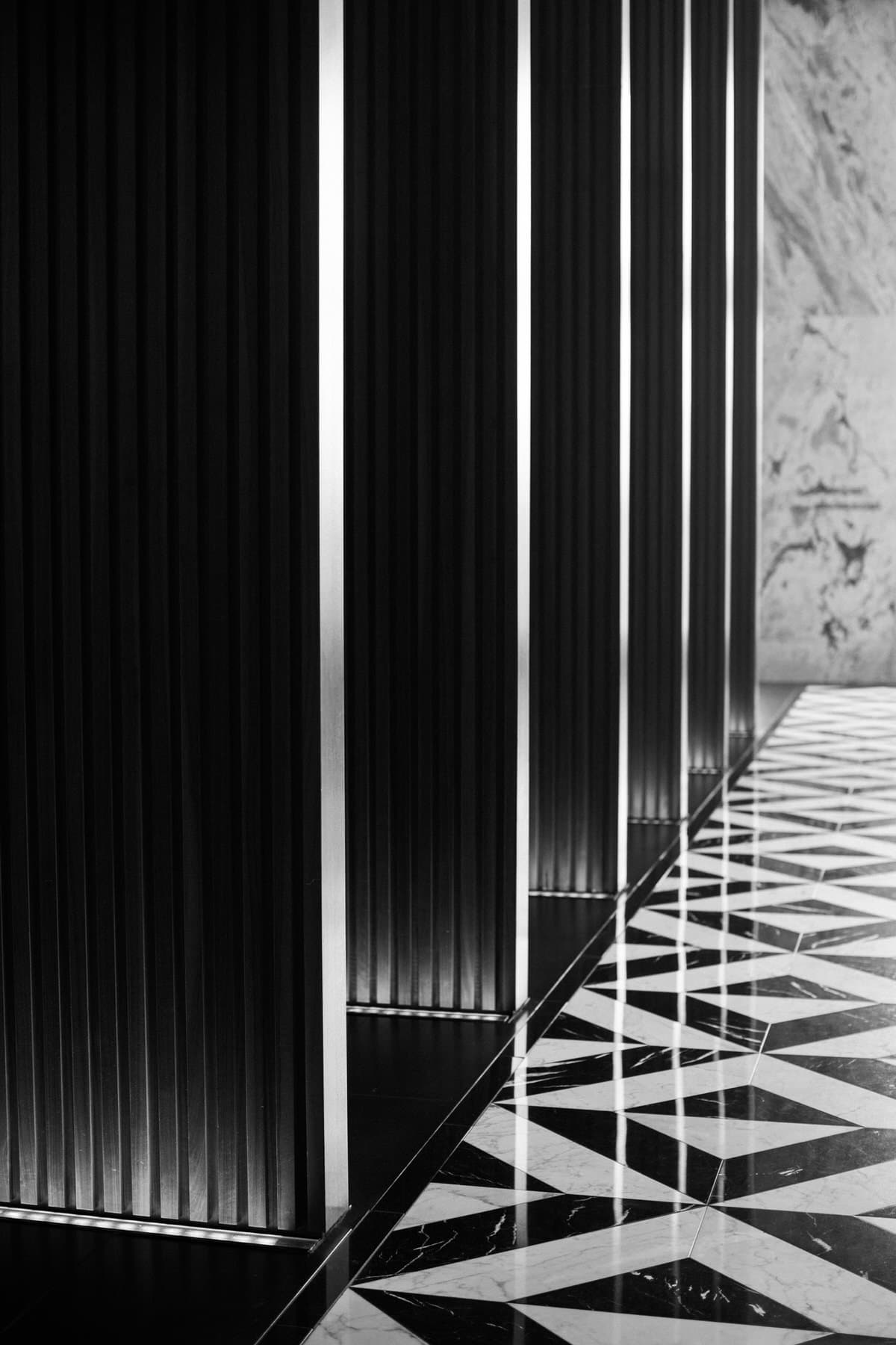 Ritz-Carlton-Chicago-Illinois-black-and-white-fine-art-photography-by-Studio-L-photographer-Laura-Schneider-_5442