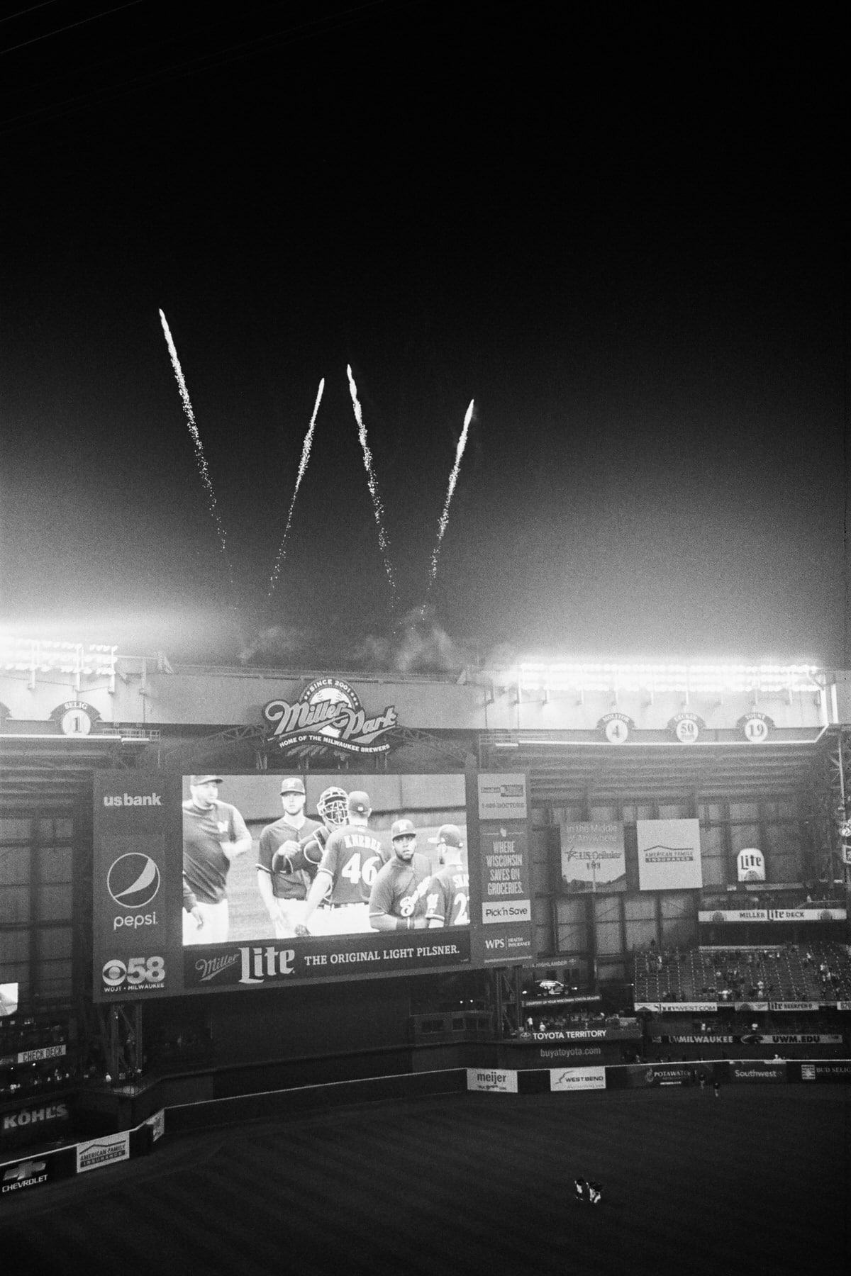 Brewers-Miller-Park-Milwaukee-Wisconsin-fine-art-black-and-white-film-photography-by-Studio-L-photographer-Laura-Schneider-_027