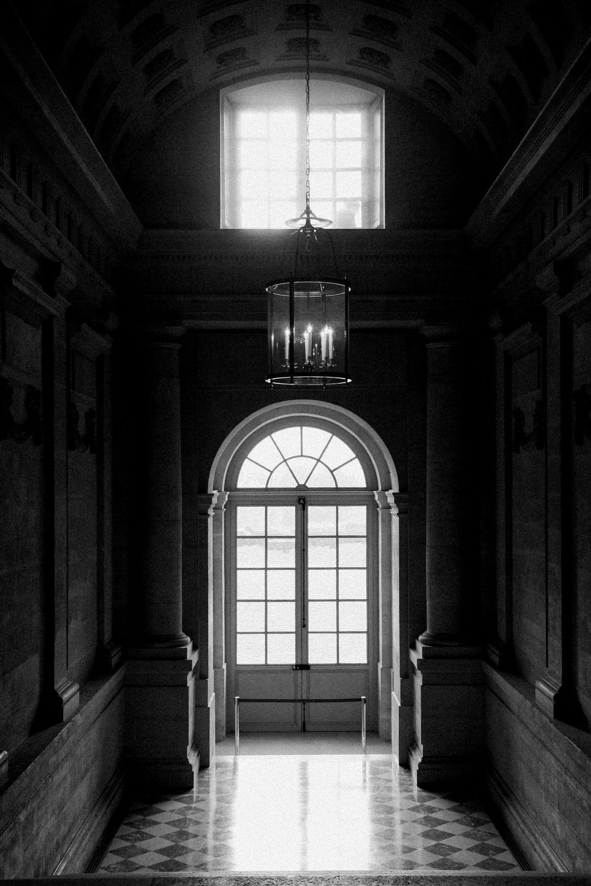 Palace-of-Versailles-France-black-and-white-fine-art-photography-by-Studio-L-photographer-Laura-Schneider-_4779