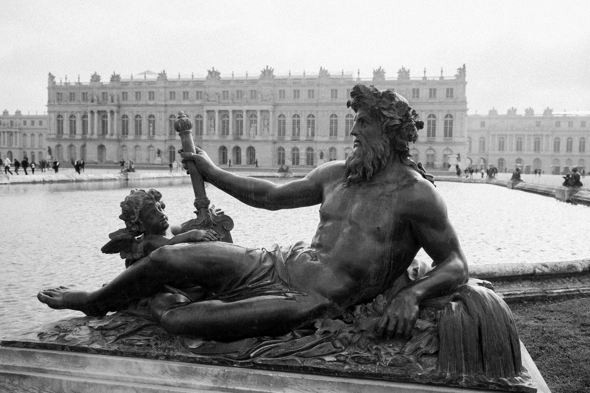 Palace-of-Versailles-France-black-and-white-fine-art-photography-by-Studio-L-photographer-Laura-Schneider-_4863