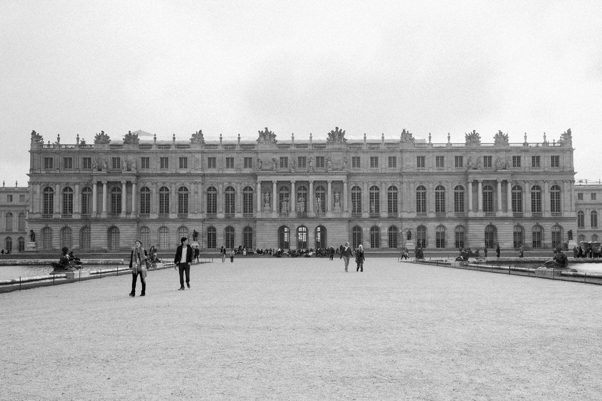 Palace-of-Versailles-France-black-and-white-fine-art-photography-by-Studio-L-photographer-Laura-Schneider-_4886