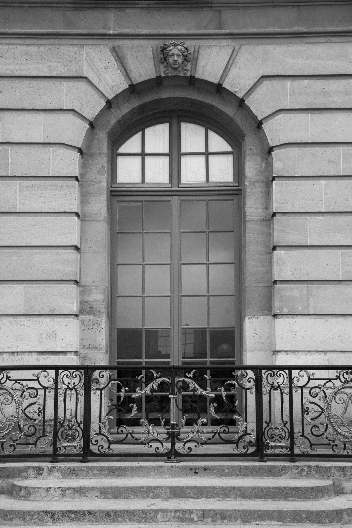 Palace-of-Versailles-France-black-and-white-fine-art-photography-by-Studio-L-photographer-Laura-Schneider-_4890