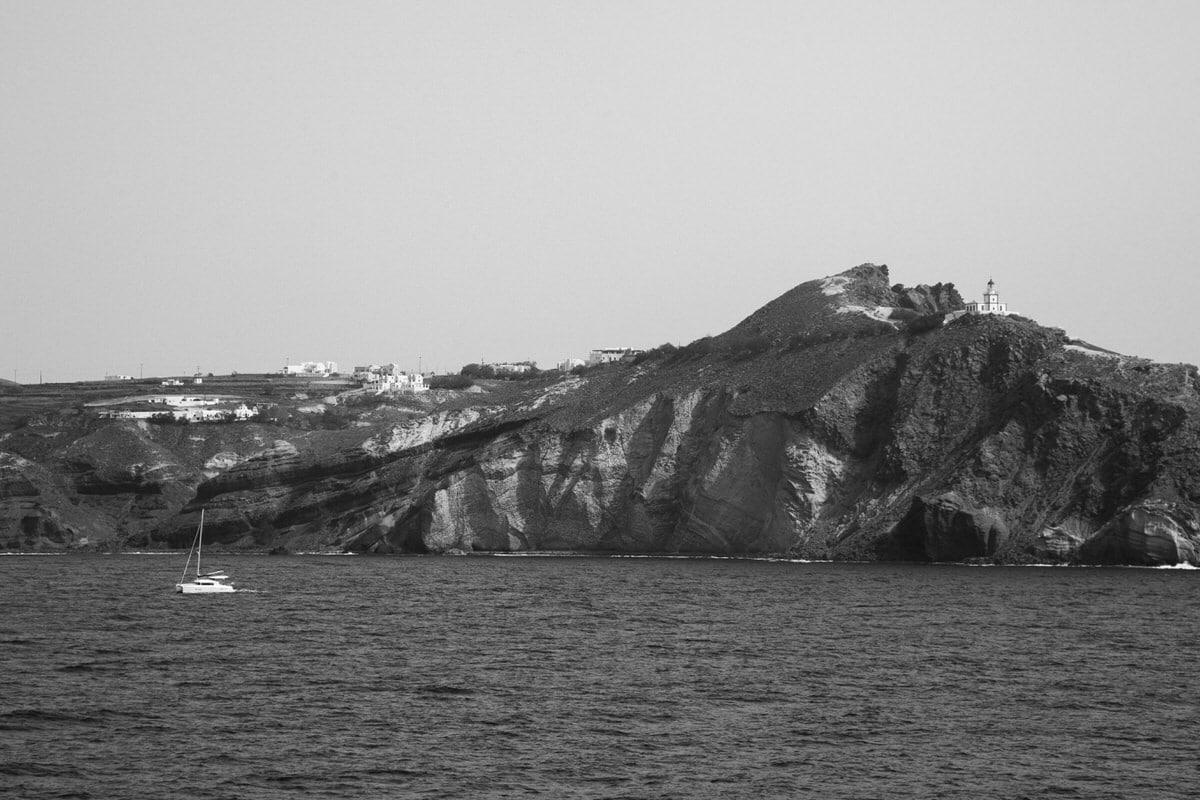 Santorini-Greece-black-and-white-fine-art-photography-by-Studio-L-photographer-Laura-Schneider-_2860