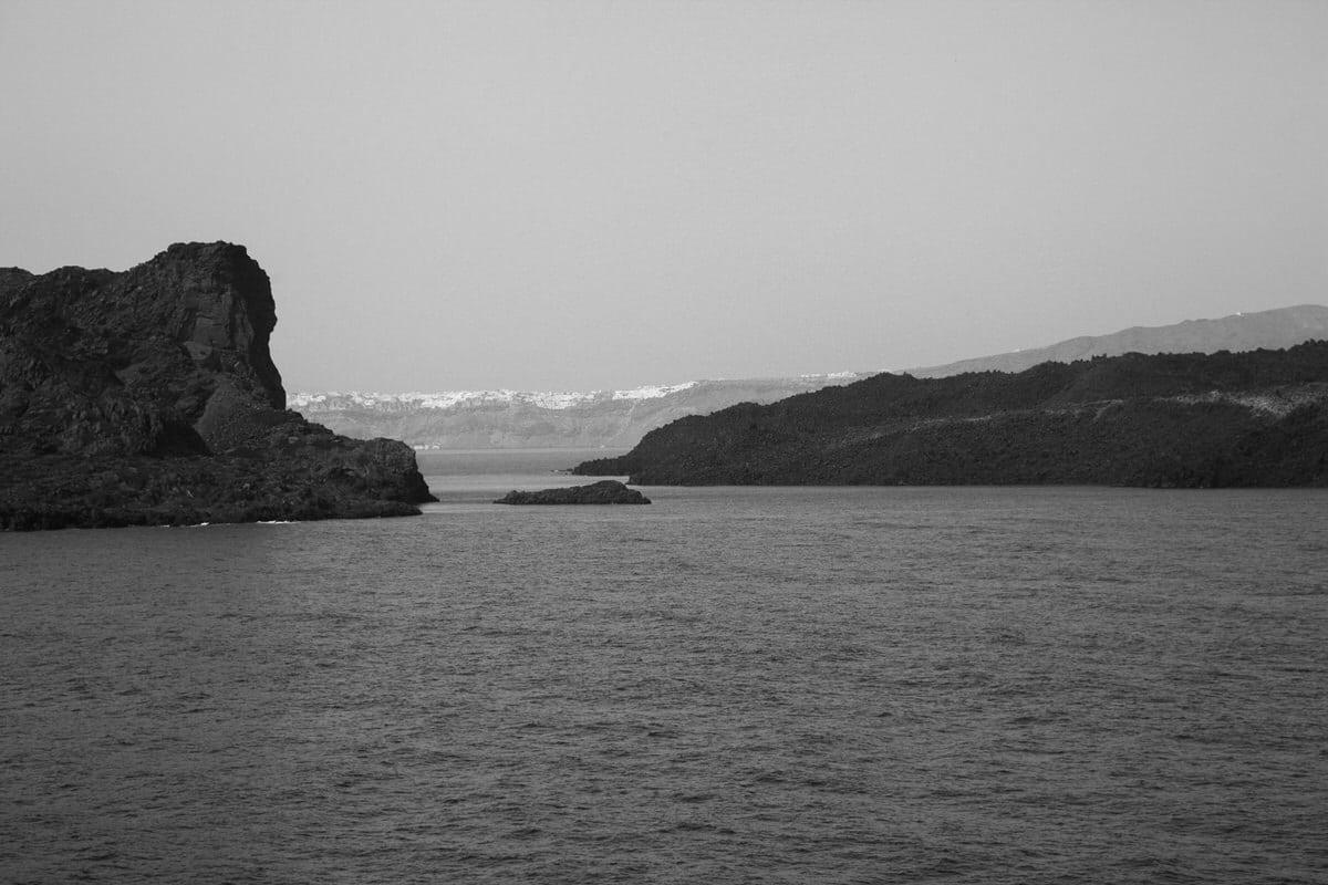 Santorini-Greece-black-and-white-fine-art-photography-by-Studio-L-photographer-Laura-Schneider-_2863