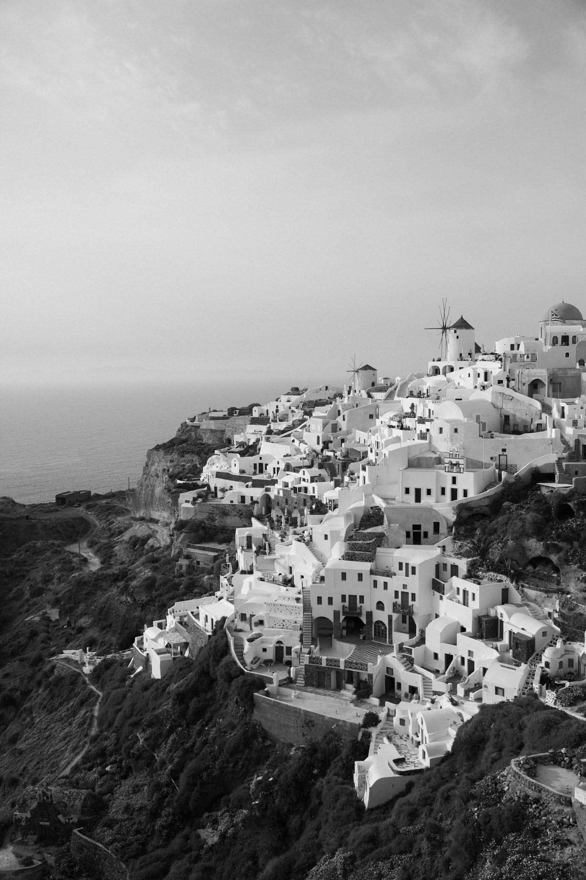 Santorini-Greece-black-and-white-fine-art-photography-by-Studio-L-photographer-Laura-Schneider-_2942
