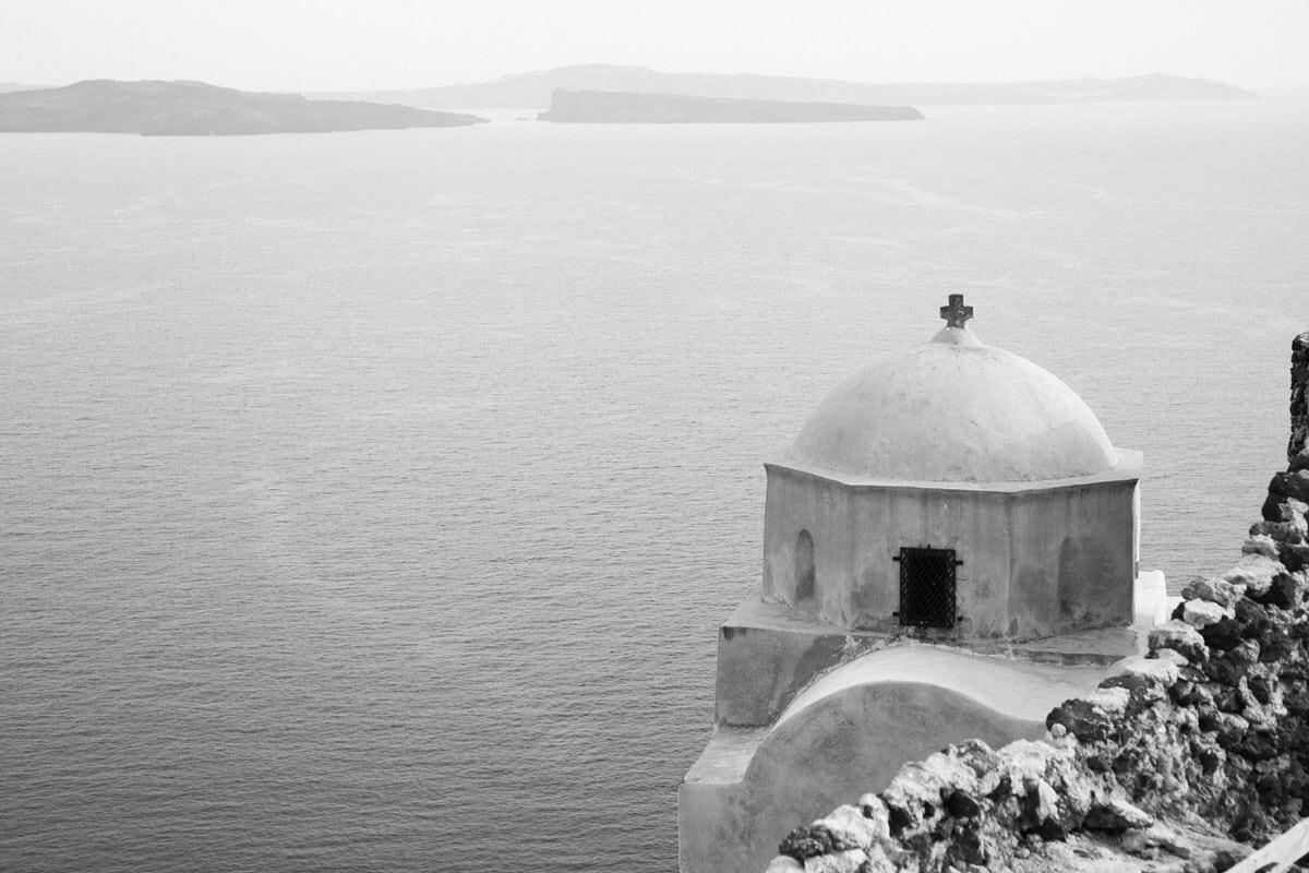 Santorini-Greece-black-and-white-fine-art-photography-by-Studio-L-photographer-Laura-Schneider-_2946