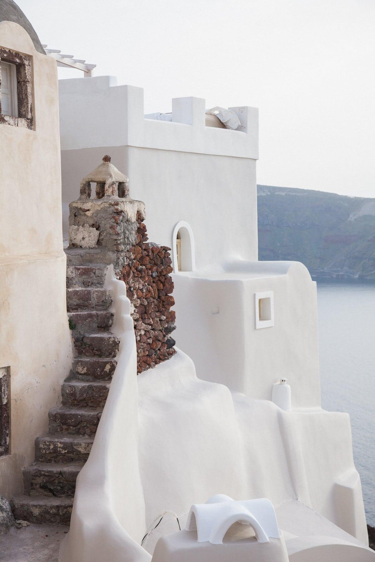 Santorini-Greece-black-and-white-fine-art-photography-by-Studio-L-photographer-Laura-Schneider-_2949