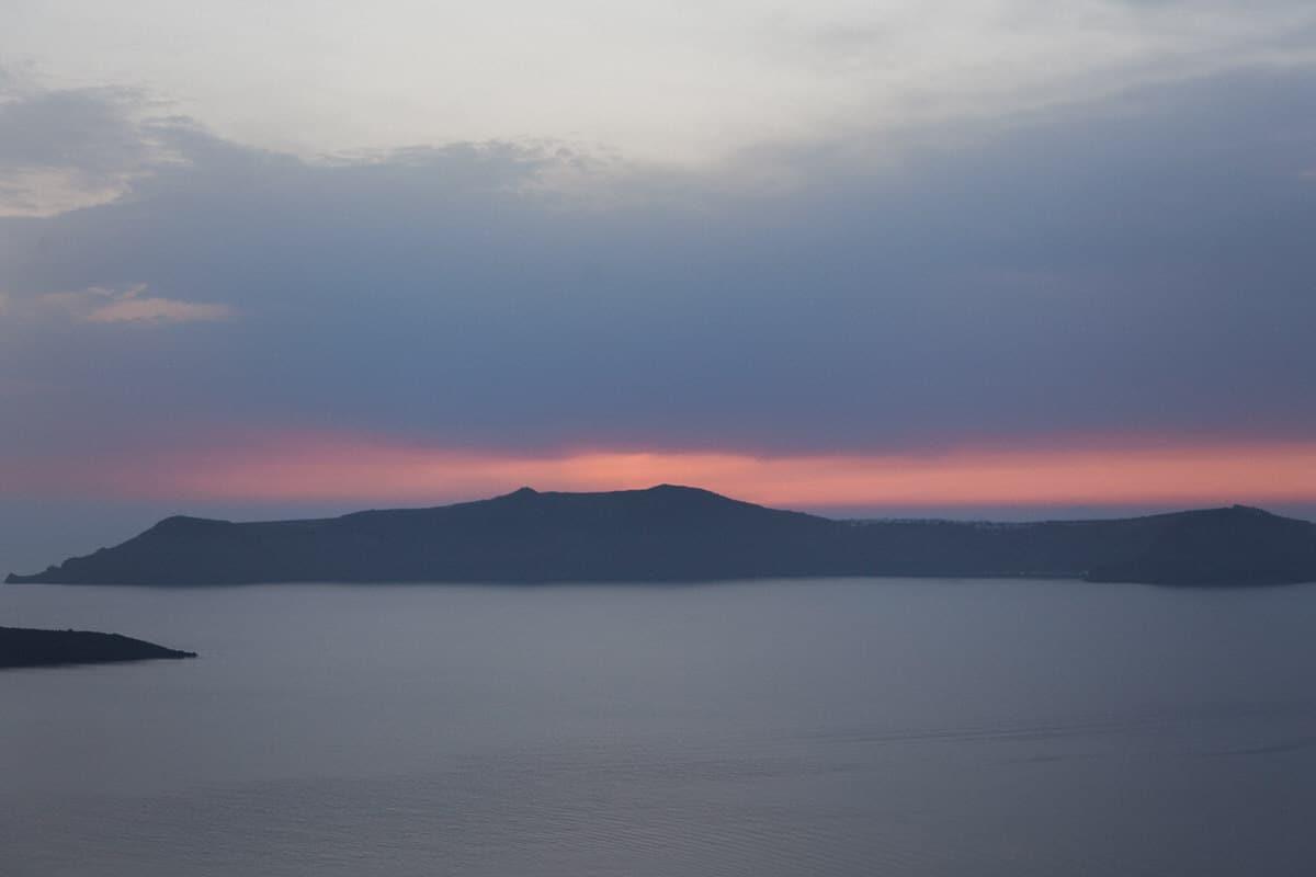 Santorini-Greece-black-and-white-fine-art-photography-by-Studio-L-photographer-Laura-Schneider-_3021