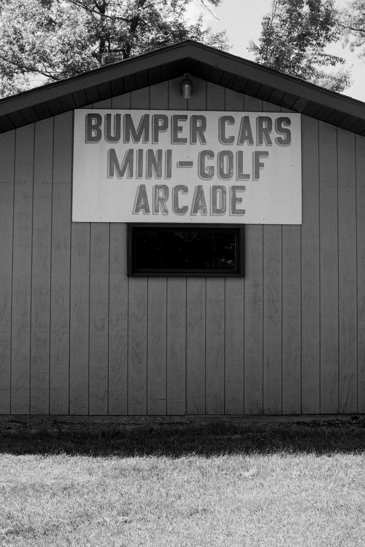 mini-golf-Crivitz-Wisconsin-black-and-white-fine-art-photography-by-Studio-L-photographer-Laura-Schneider-_9693