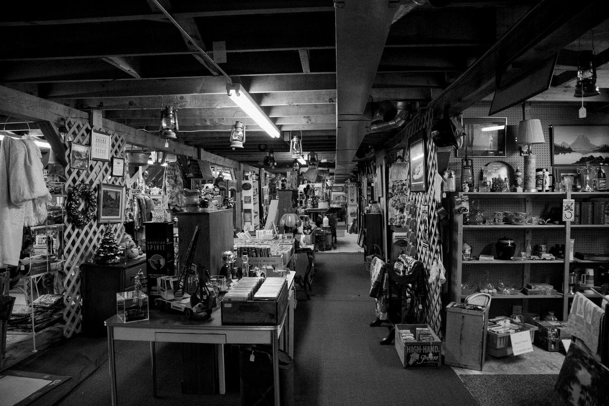 Maine-flea-market-black-and-white-fine-art-photography-by-Studio-L-photographer-Laura-Schneider-_5724