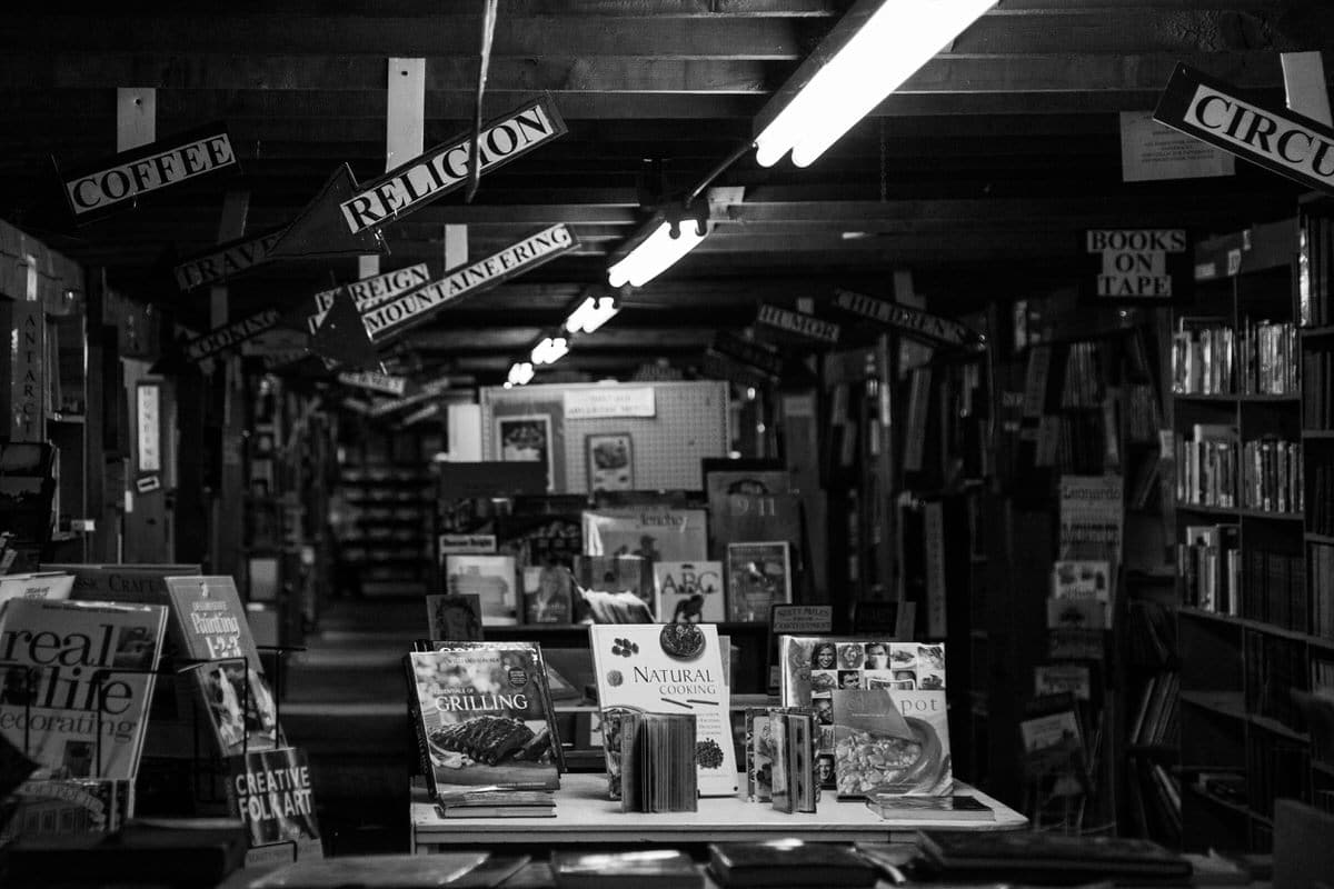 Maine-flea-market-black-and-white-fine-art-photography-by-Studio-L-photographer-Laura-Schneider-_5729