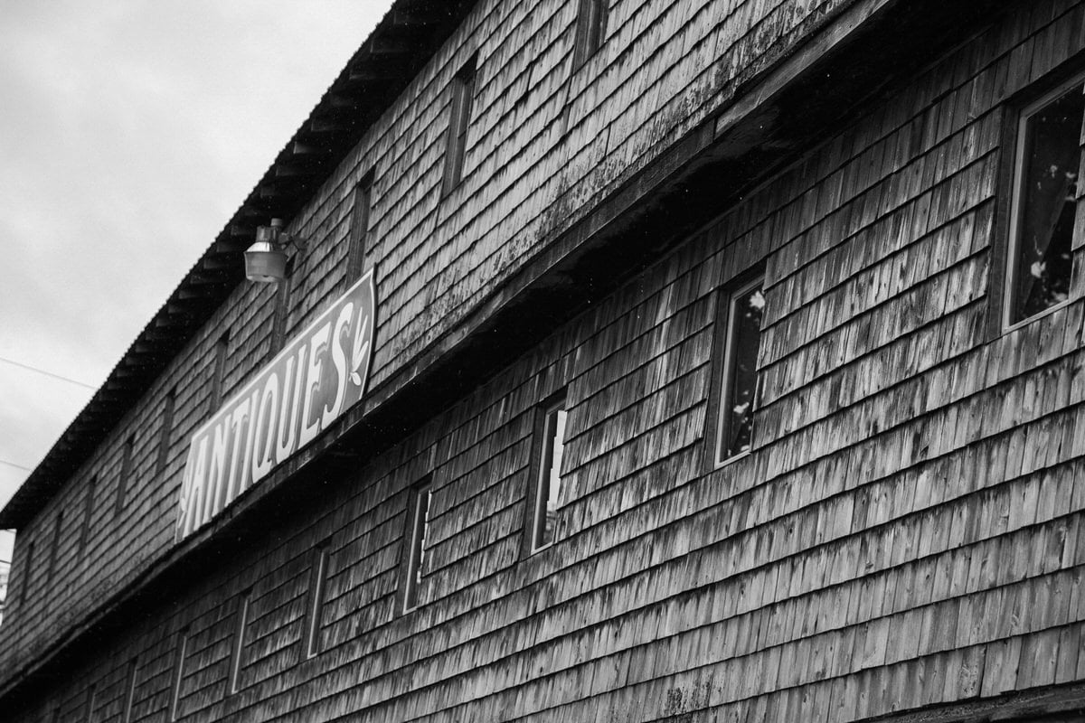 Maine-flea-market-black-and-white-fine-art-photography-by-Studio-L-photographer-Laura-Schneider-_5731