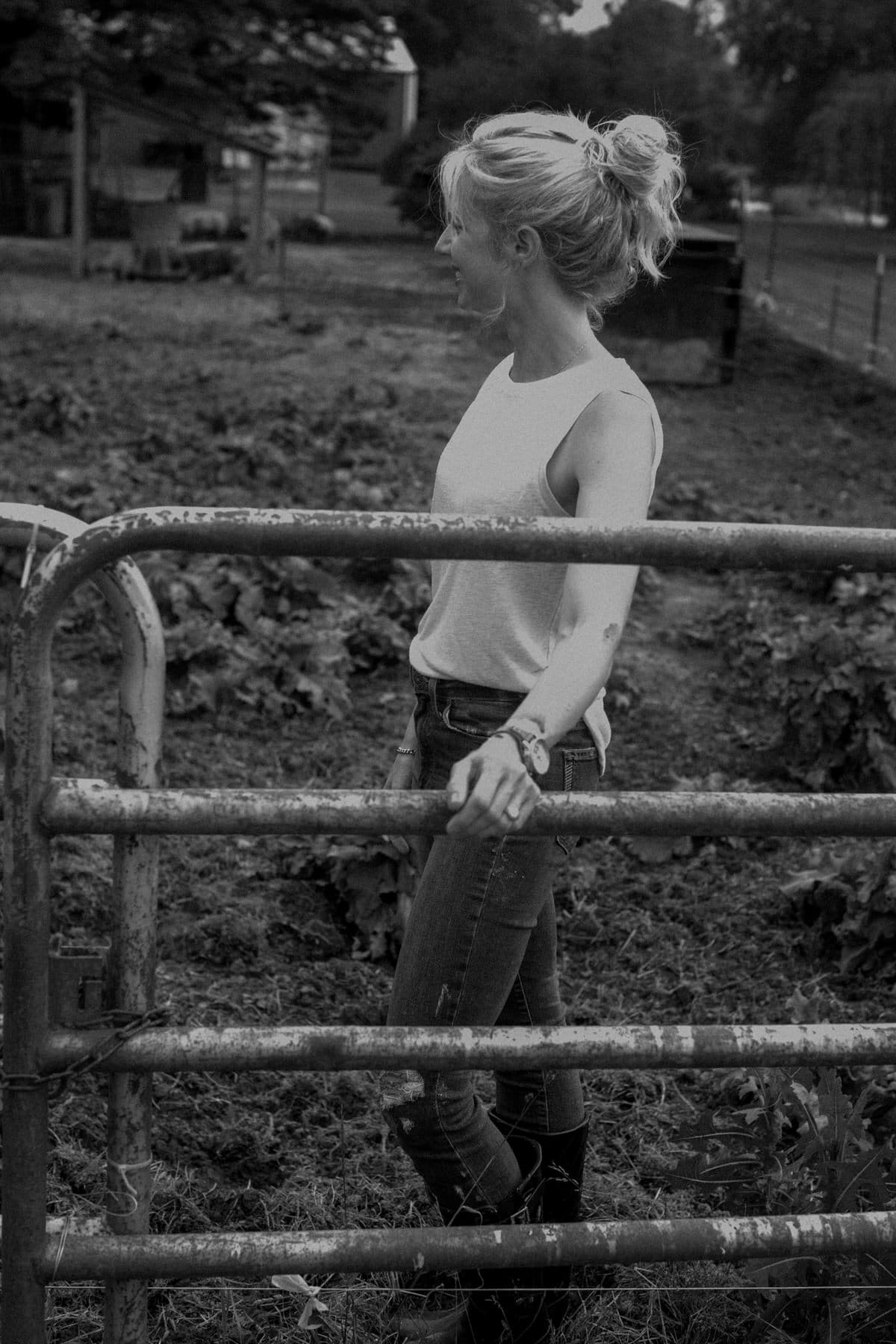 Humanely-raised-hogs-Wisconsin-farm-black-and-white-fine-art-photography-by-Studio-L-photographer-Laura-Schneider-_9450