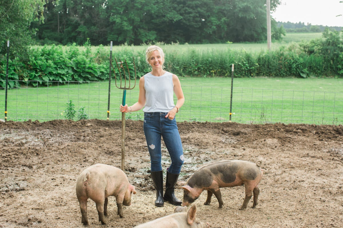 Humanely-raised-hogs-Wisconsin-farm-fine-art-photography-by-Studio-L-photographer-Laura-Schneider-_9332