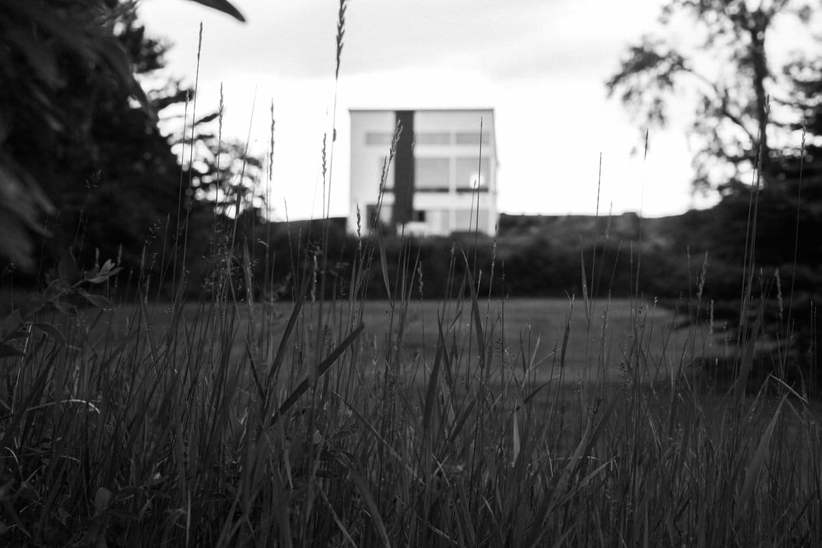 Lake-Michigan-Cottage-Wisconsin-black-and-white-fine-art-photography-by-Studio-L-photographer-Laura-Schneider-_0003