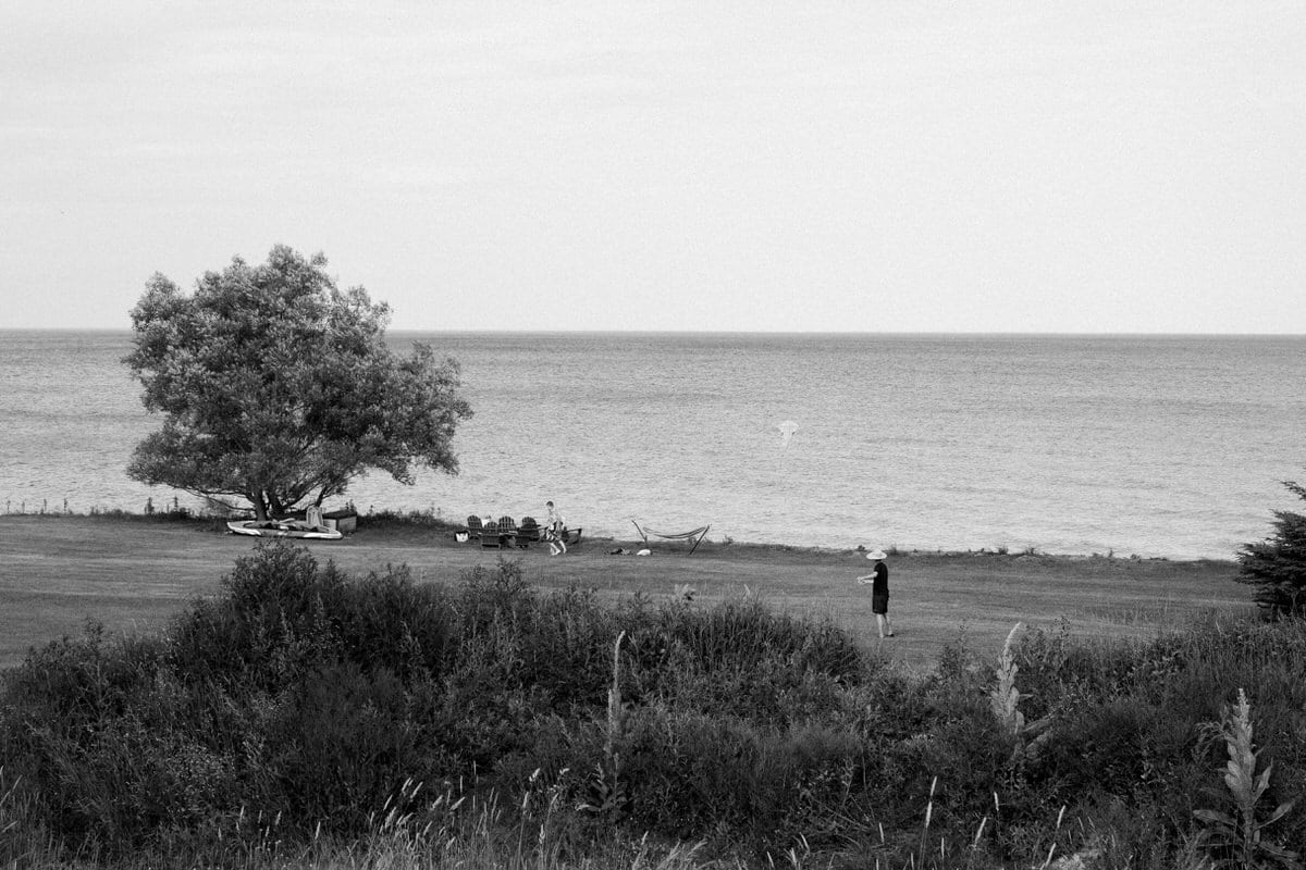 Lake-Michigan-Cottage-Wisconsin-black-and-white-fine-art-photography-by-Studio-L-photographer-Laura-Schneider-_9920