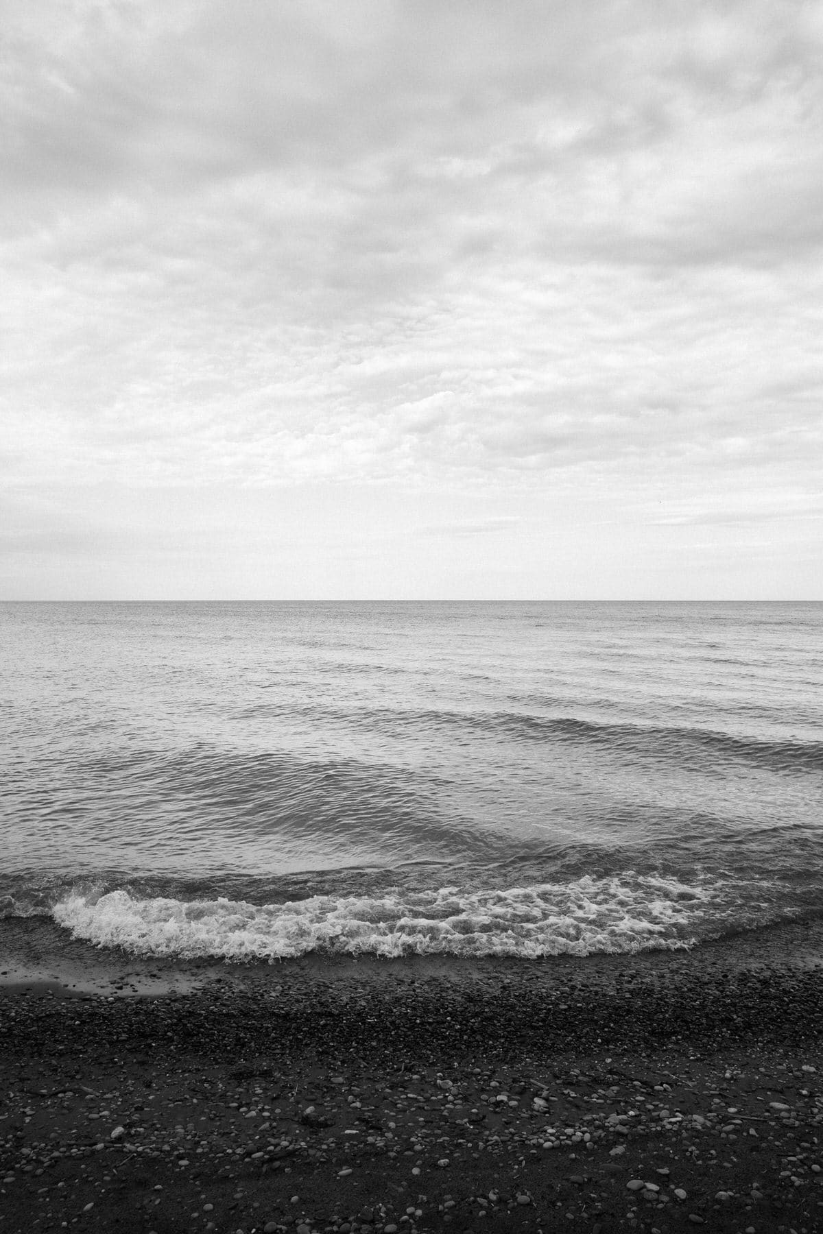 Lake-Michigan-Cottage-Wisconsin-black-and-white-fine-art-photography-by-Studio-L-photographer-Laura-Schneider-_9986